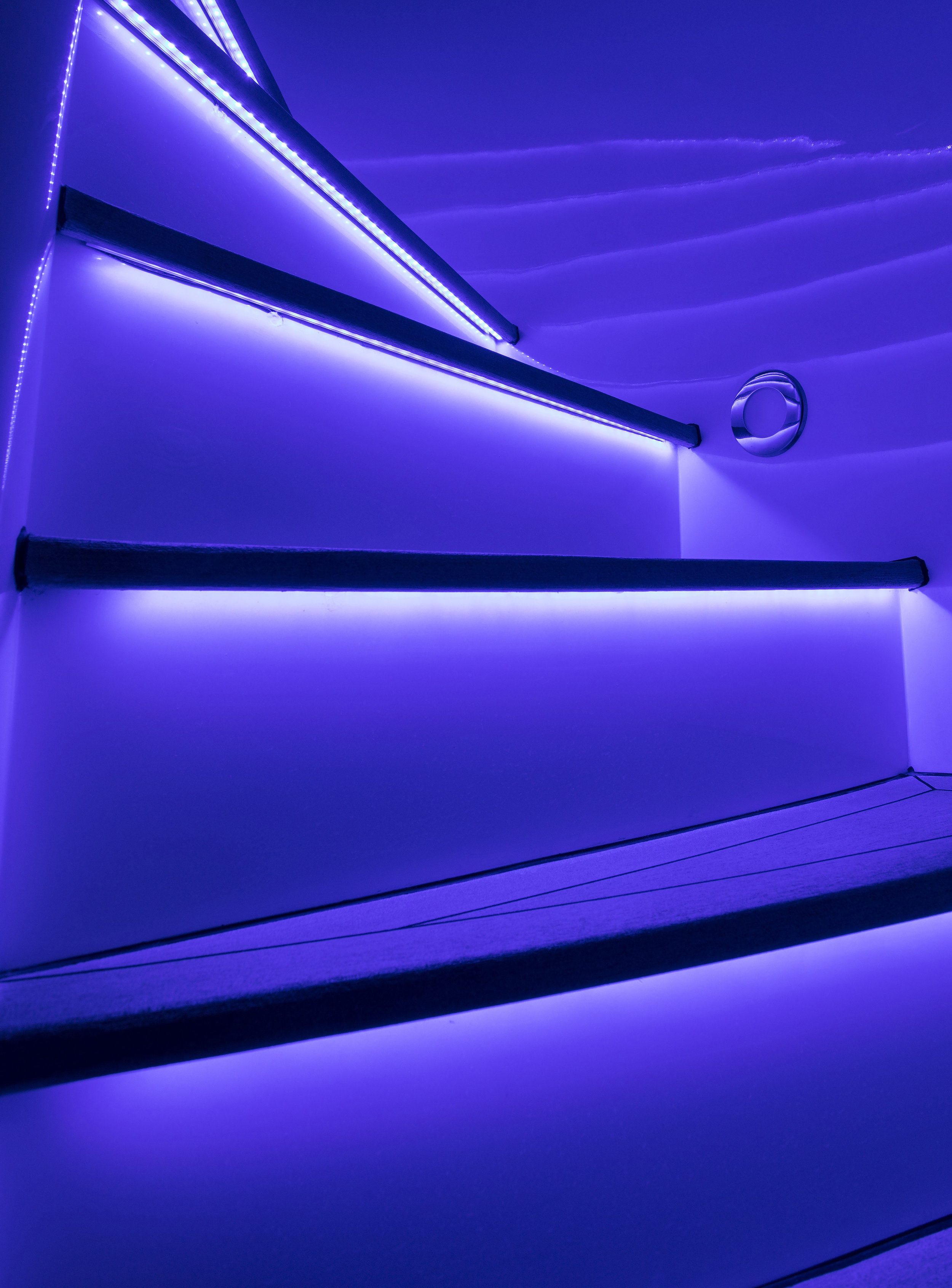 yacht-sweet-escape-led-sapphire-blue-stairs-control4