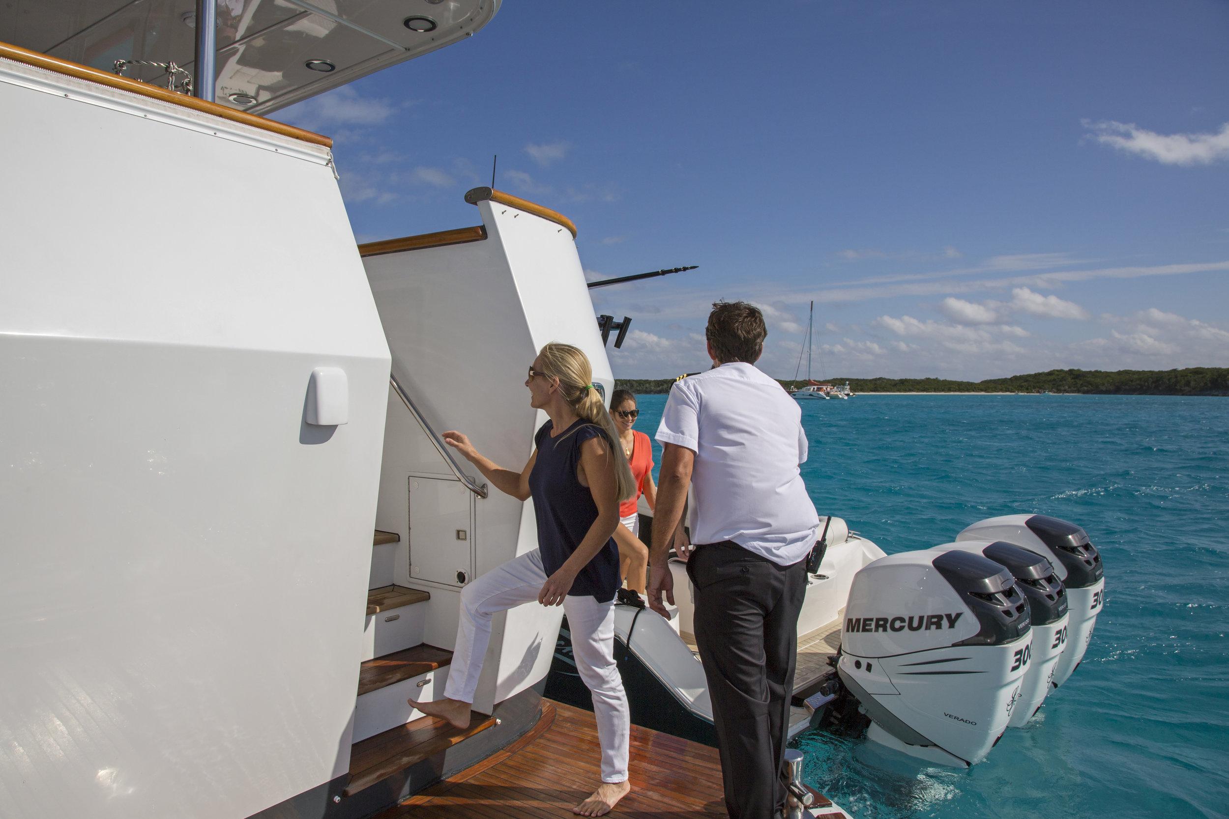 yacht-sweet-escape-crew-teak-welcome-luxury-exuma