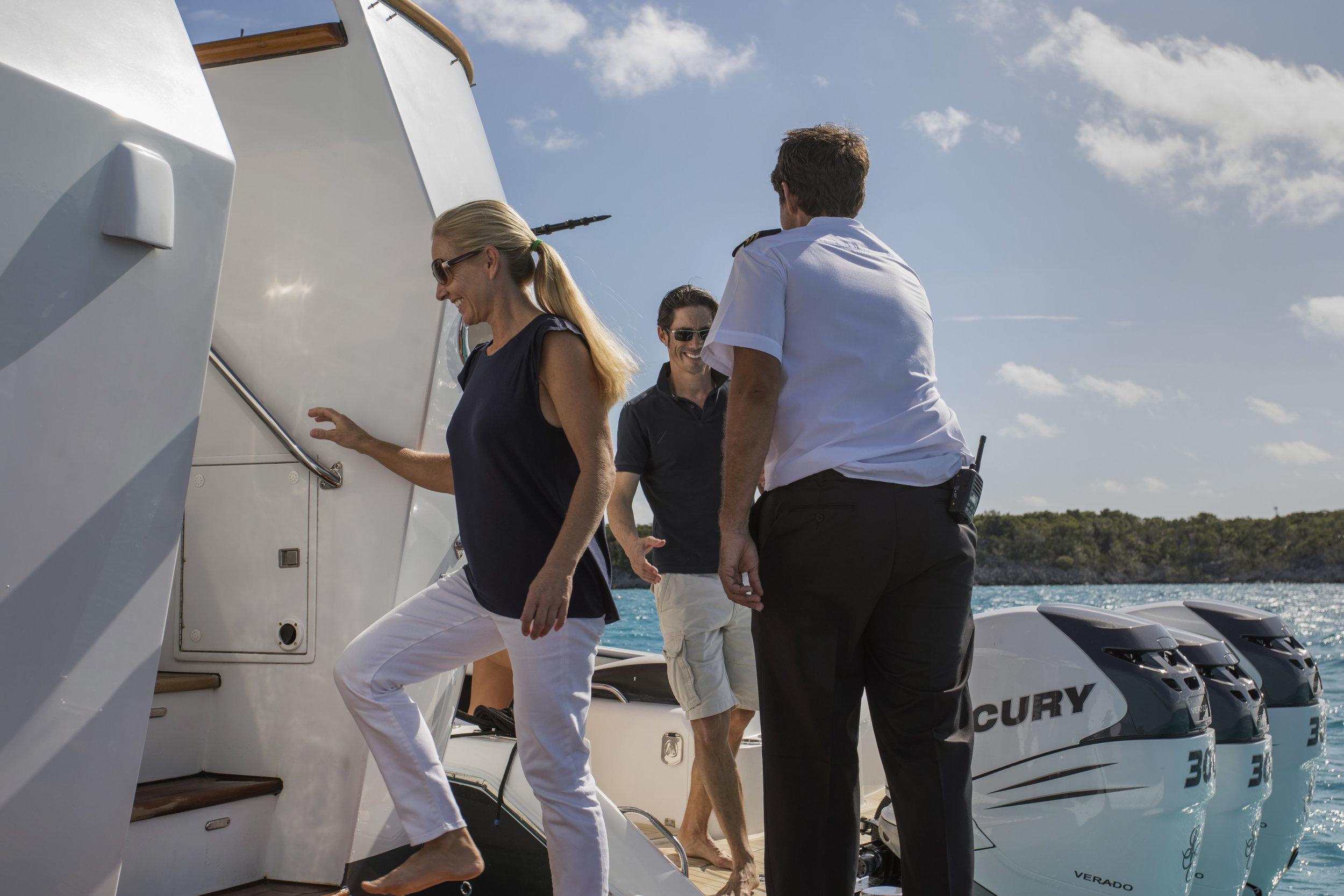 yacht-sweet-escape-crew-teak-welcome-luxury-BVI