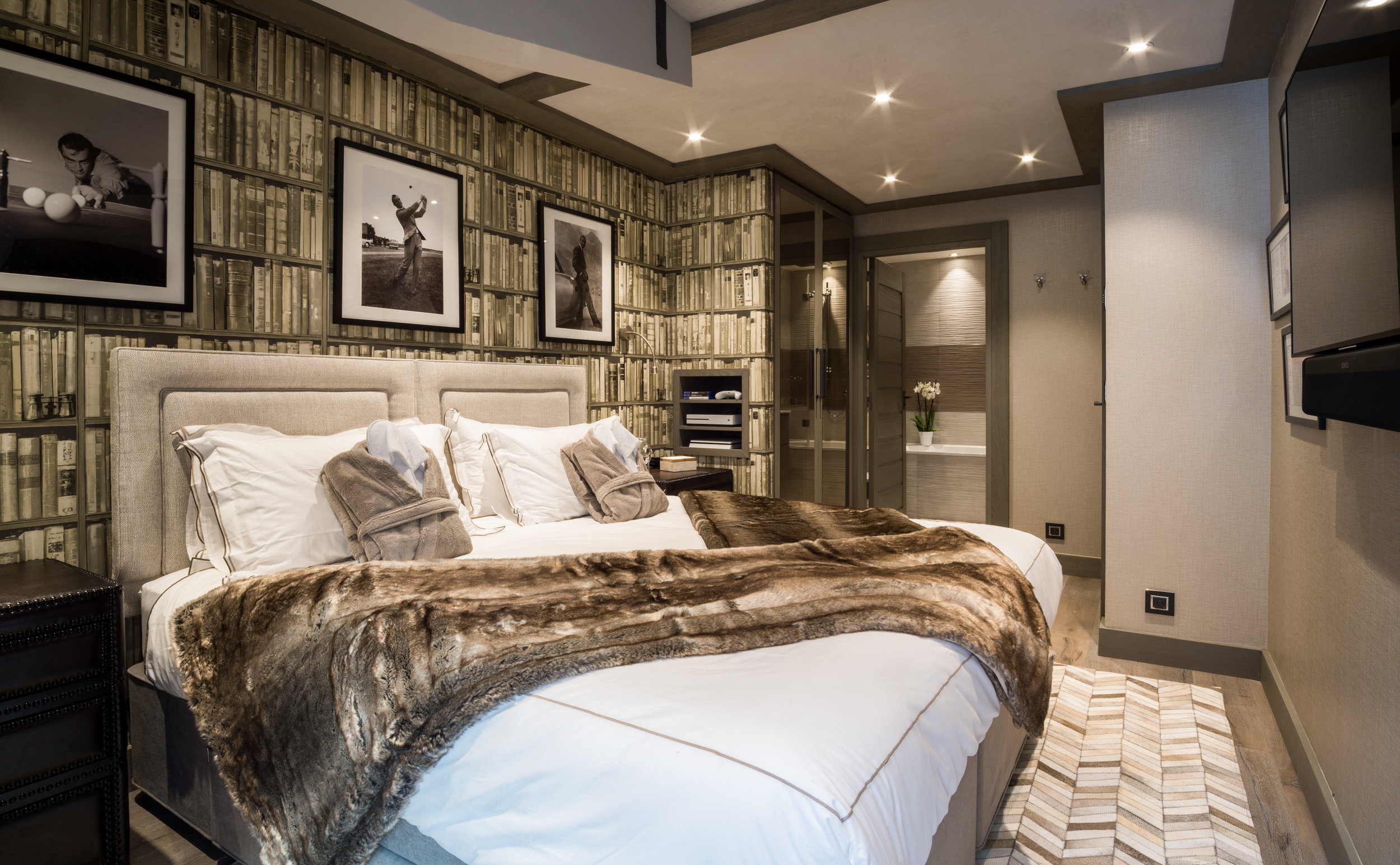 Chalet Sweet Escape  pays hommage to Sean Connery and Ian Fleming's beloved charter of James Bond. Of course, Courchevel and Meribel have golf courses to visit in the summer months.