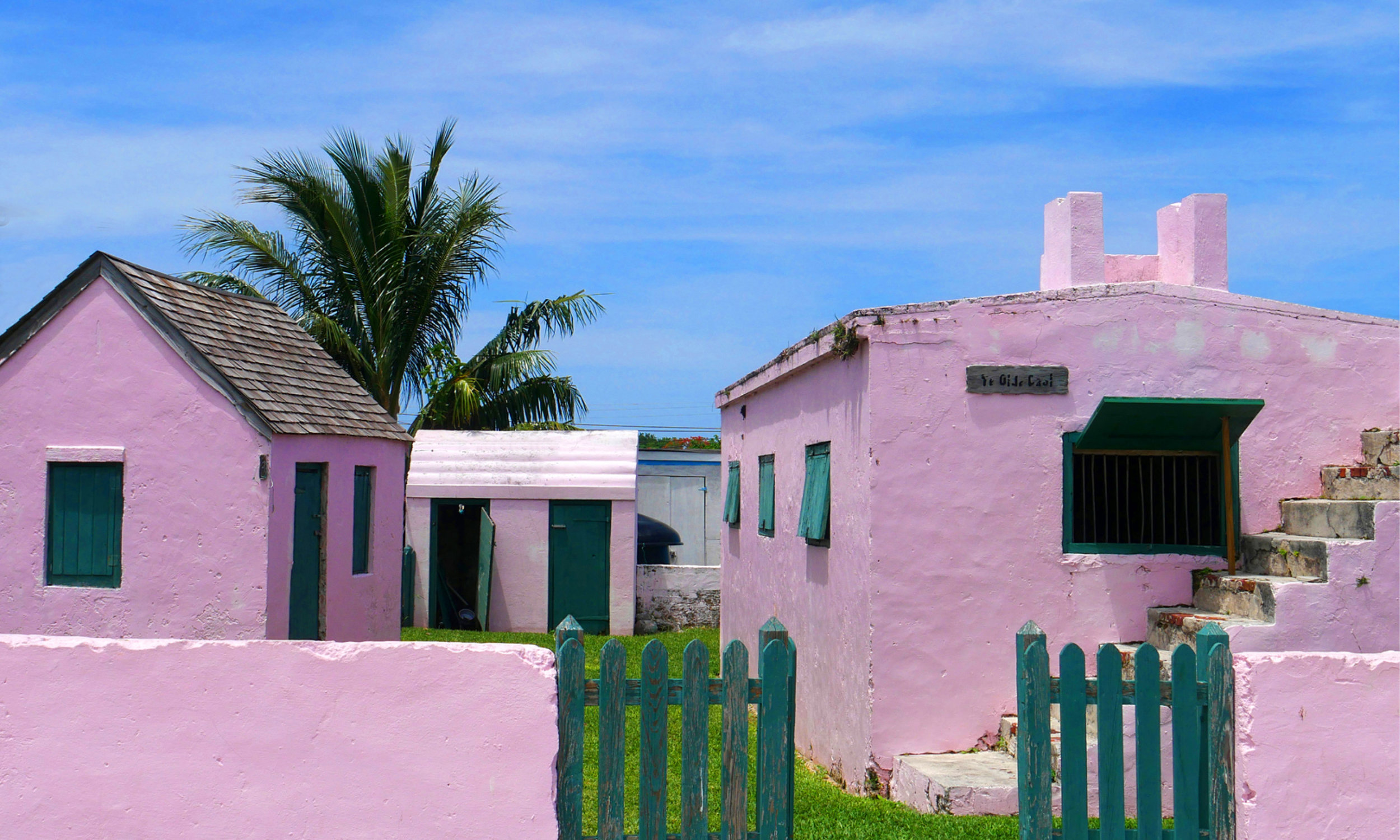 yacht-sweet-escape-charter-abaco-piggyville-Green-Turtle-Cay-Feed-Hope-Town-LightHouse-swimming-pigs-ye-ole-goal