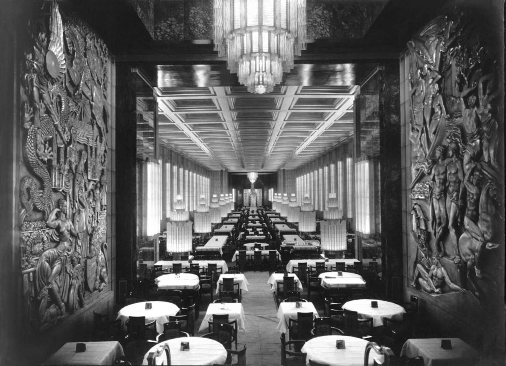 SS_Normandie_(ship,_1935)_interior.jpg