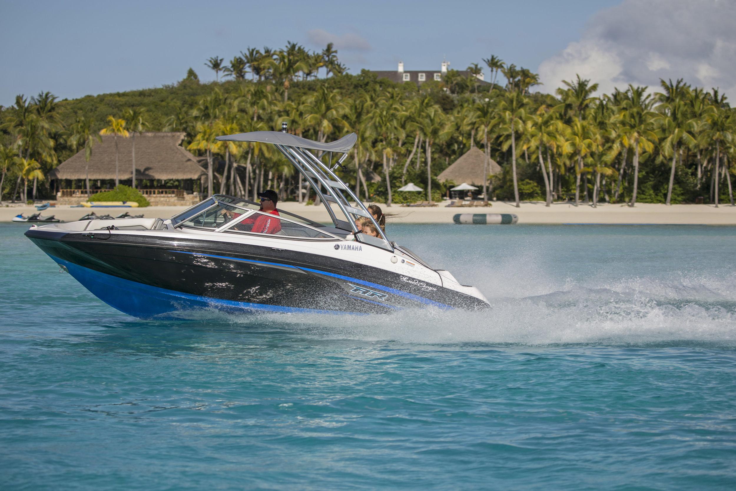 jason-decaires-taylor-Atlas-Yacht-sweet-escape-charter-dive-snorkle-activities-destinations-bahamas-luxury-eco-tourism-mdermaid-copperfield-rudder-cut-cay-yamaha-AR190-jet-boat
