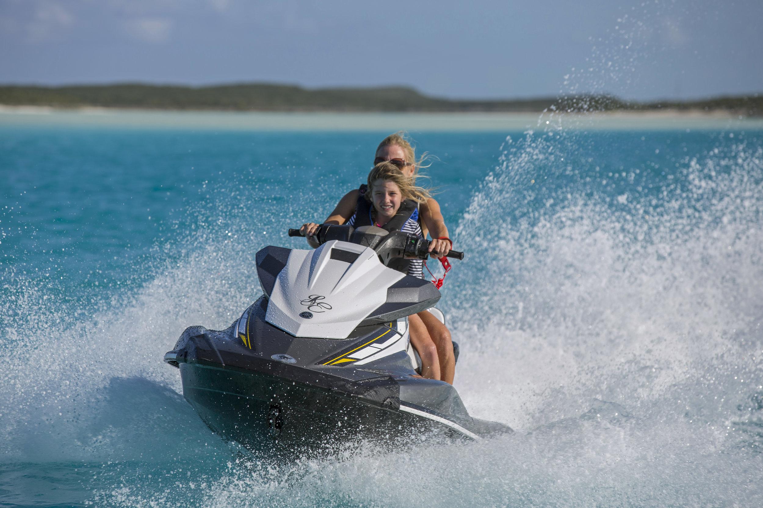 jason-decaires-taylor-Atlas-Yacht-sweet-escape-charter-dive-snorkle-activities-destinations-bahamas-luxury-eco-tourism-mdermaid-copperfield-rudder-cut-cay-exuma-jetski-jet-ski