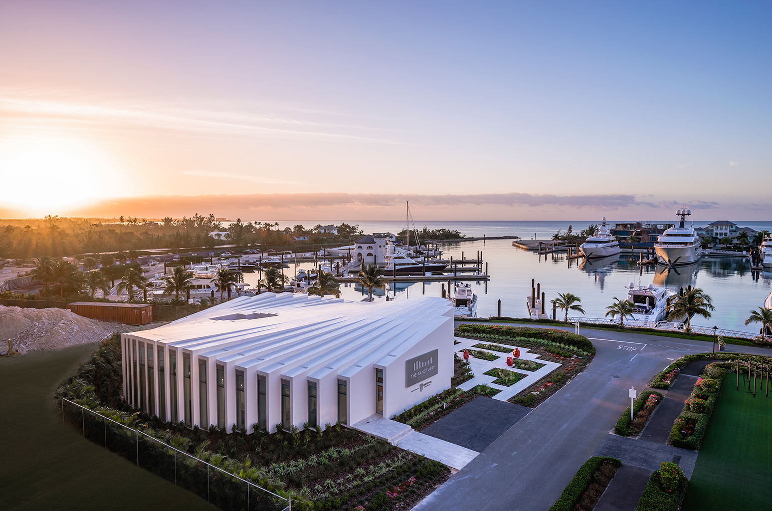 sanctuary-albany-marina-sweet-escape-yacht-charter-luxury-destinations-marina-bahamas