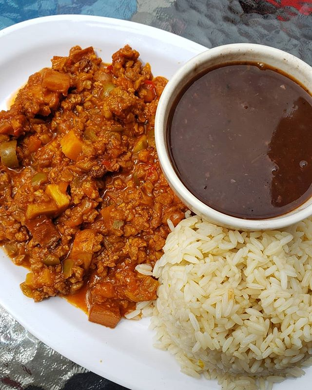 I remember eating Cuban food almost every single day when I was in middle school - basically all my friends at the time were Cuban 🤷🏻‍♀️ ⠀⠀⠀⠀⠀⠀⠀⠀⠀ So it bad been quiet some time since I'd had my last Cuban meal. I almost about died when I tried this picadillo with rice and beans & yuca fries. ⠀⠀⠀ . .⠀⠀⠀⠀⠀⠀ I think from now on I'll have to come to Los Angeles more often just to have more of this heavenly vegan food (and yes, if you know me, I literally travel for food). . .⠀⠀⠀⠀⠀⠀⠀⠀⠀ Here's proof yet again that you can literally veganize anything without losing the flavor. ⠀⠀⠀ . .⠀⠀⠀⠀⠀⠀ What's a dish you'd like to try to veganize?