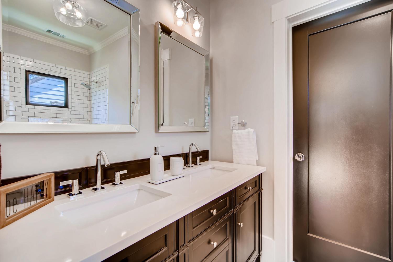 2724 Tupelo St SE Atlanta GA-large-029-13-2nd Floor Bathroom-1500x1000-72dpi.jpg