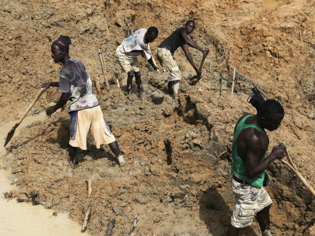 Sierra-Leone-diamond-mine-Africa-natural-resource-curse-conflict-development-poverty2.jpg