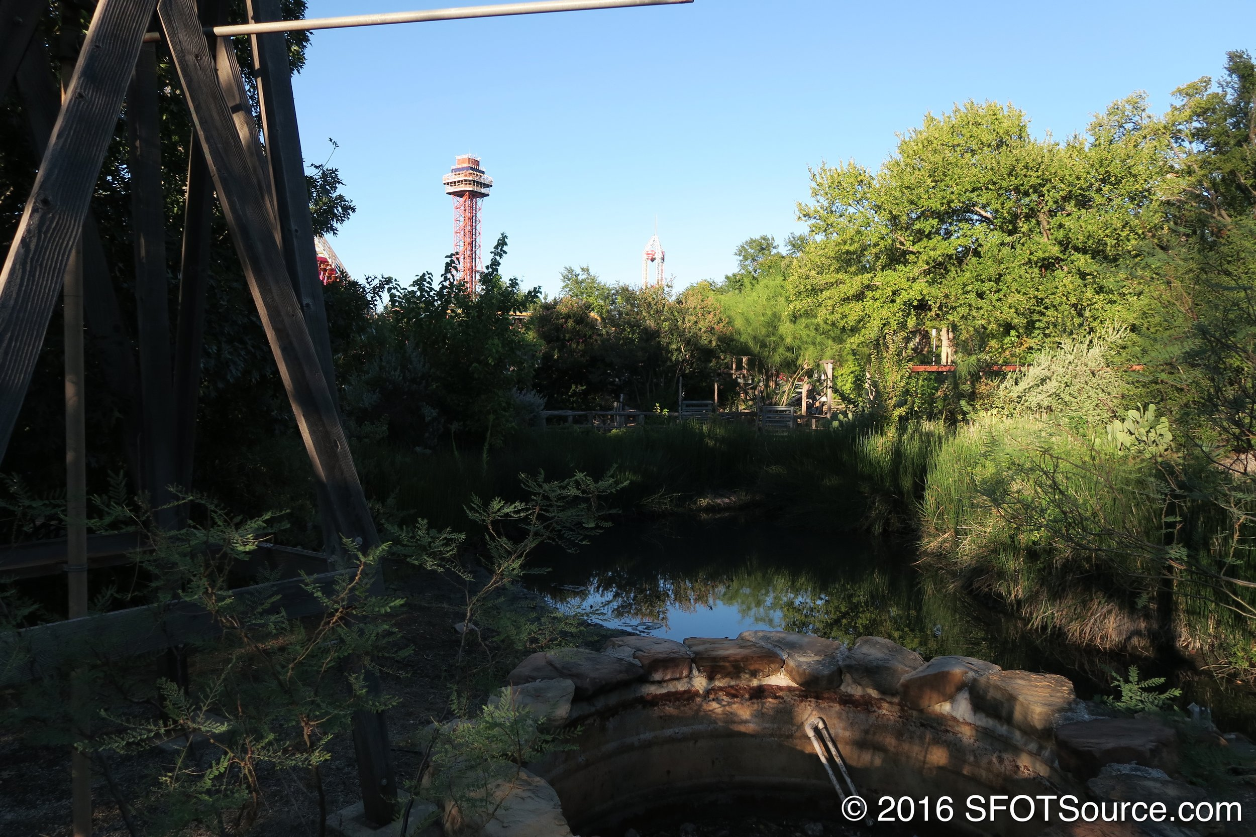 A look at Texas from Titan's queue line.