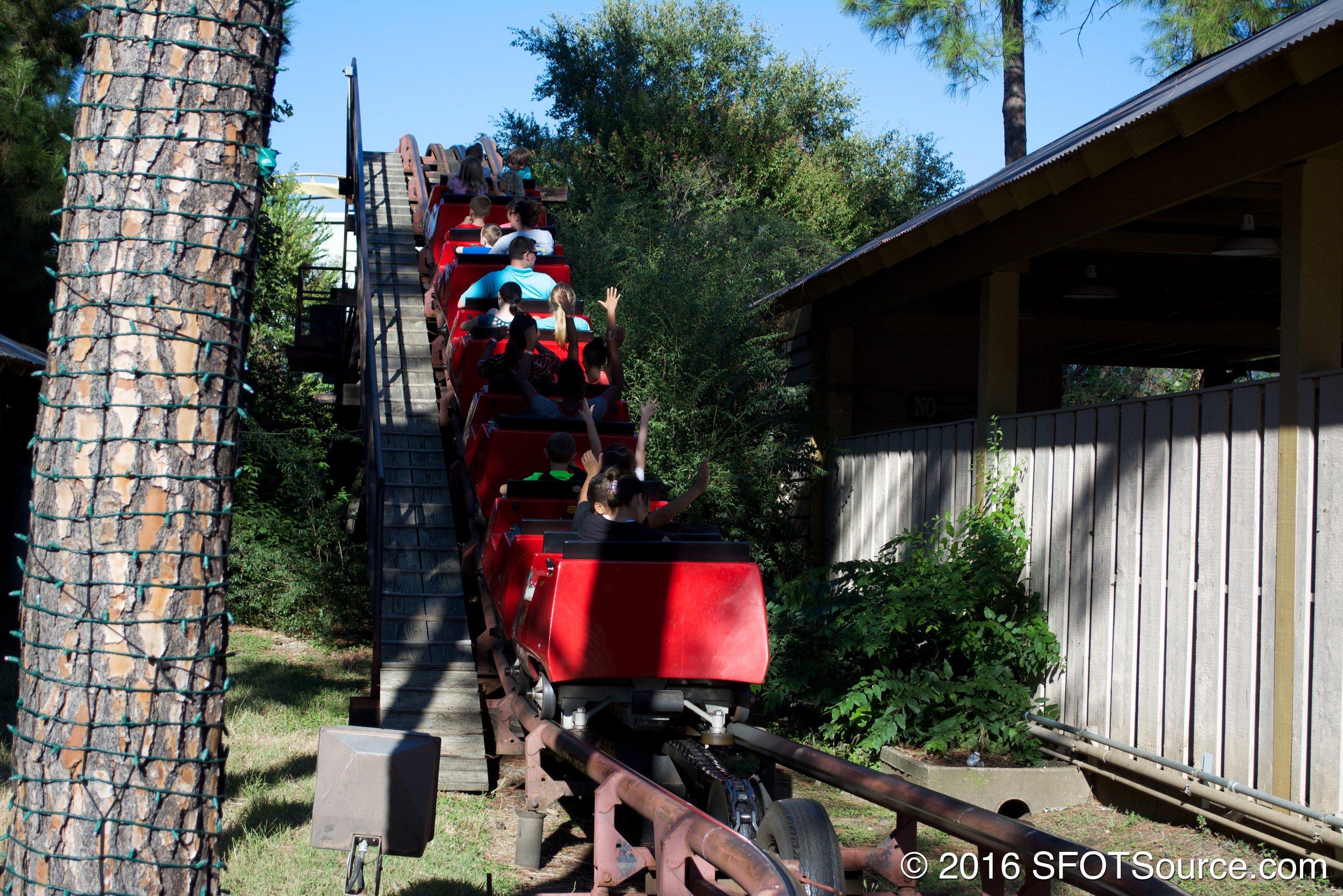 Mini Mine Train travels up the lift.
