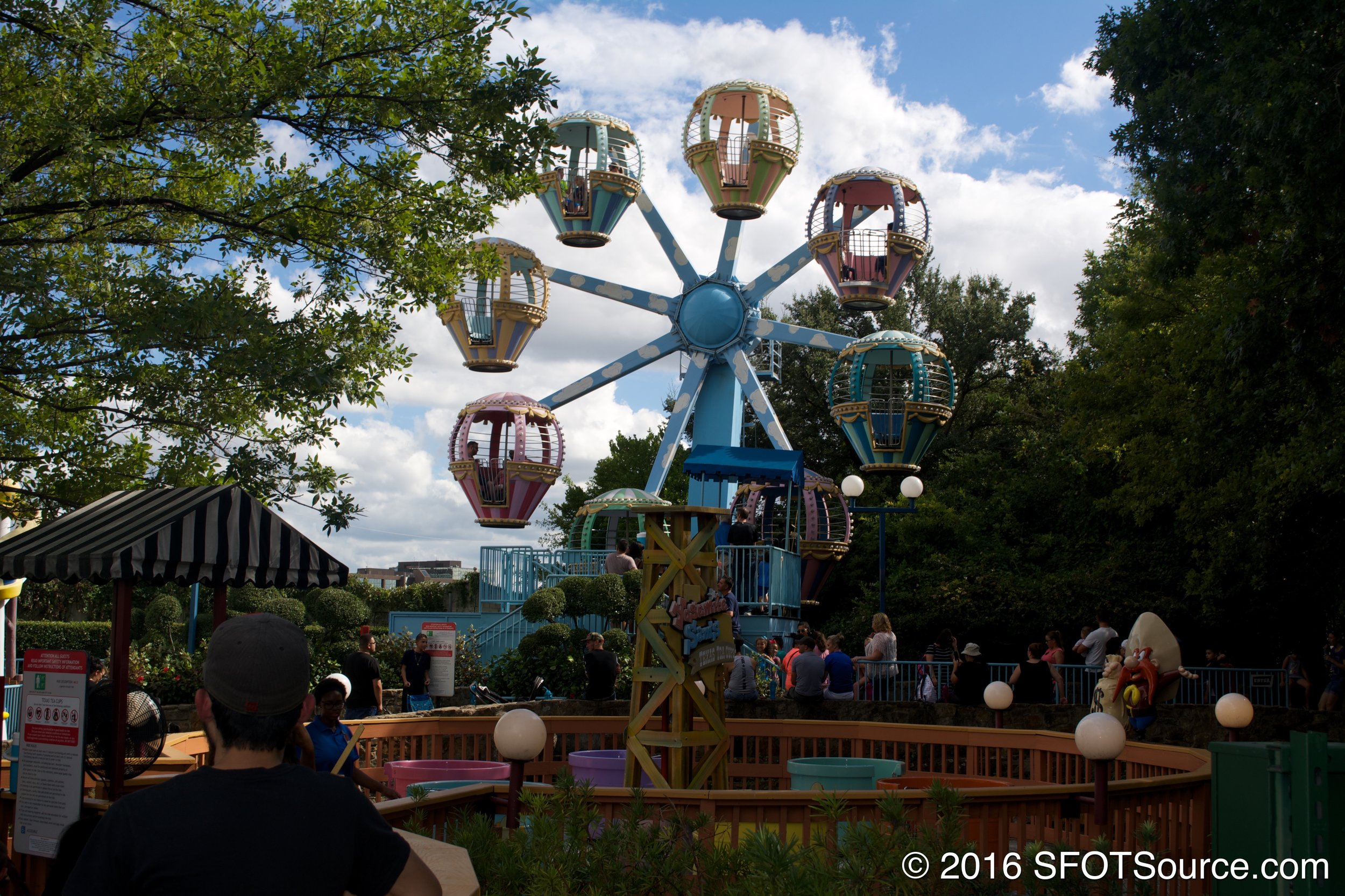 This attraction is a mini ferris wheel.