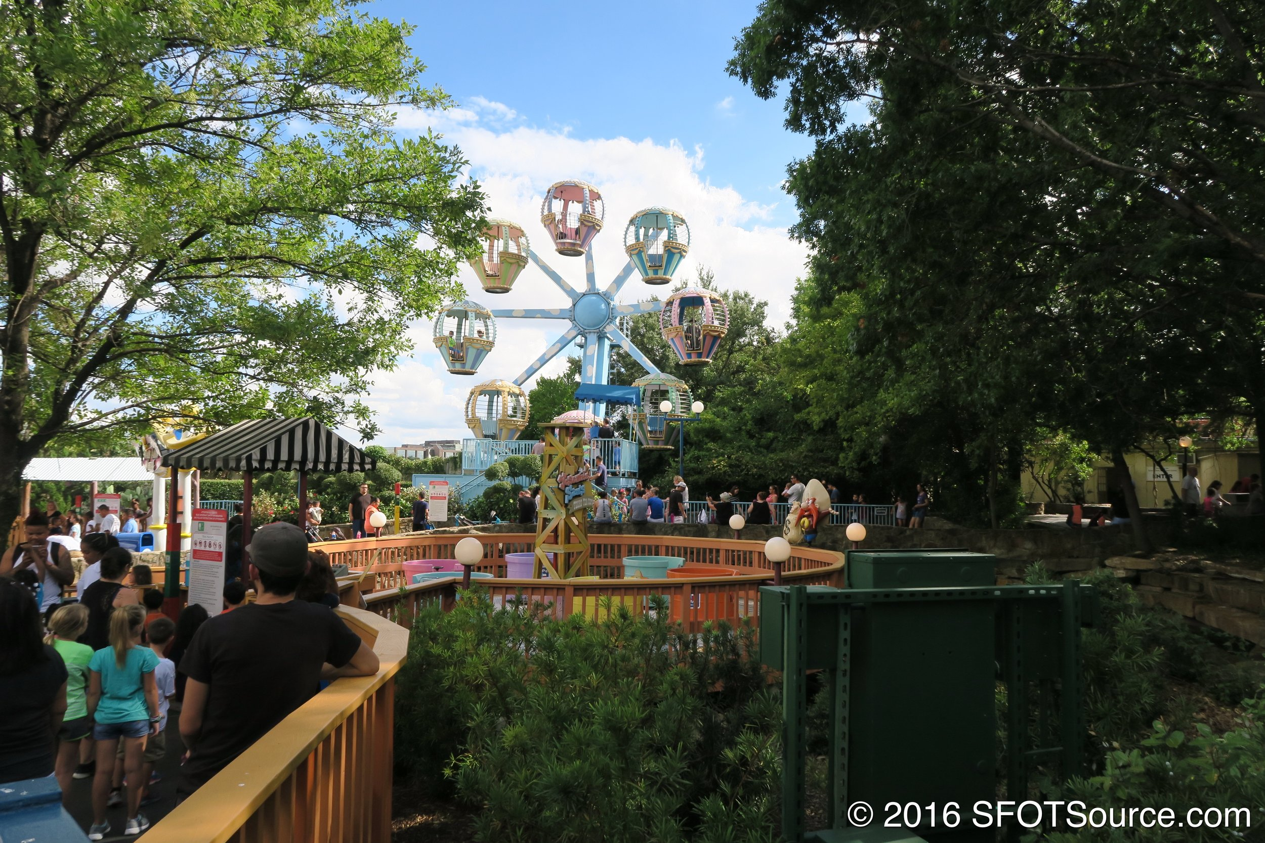 An overall look at the attraction.