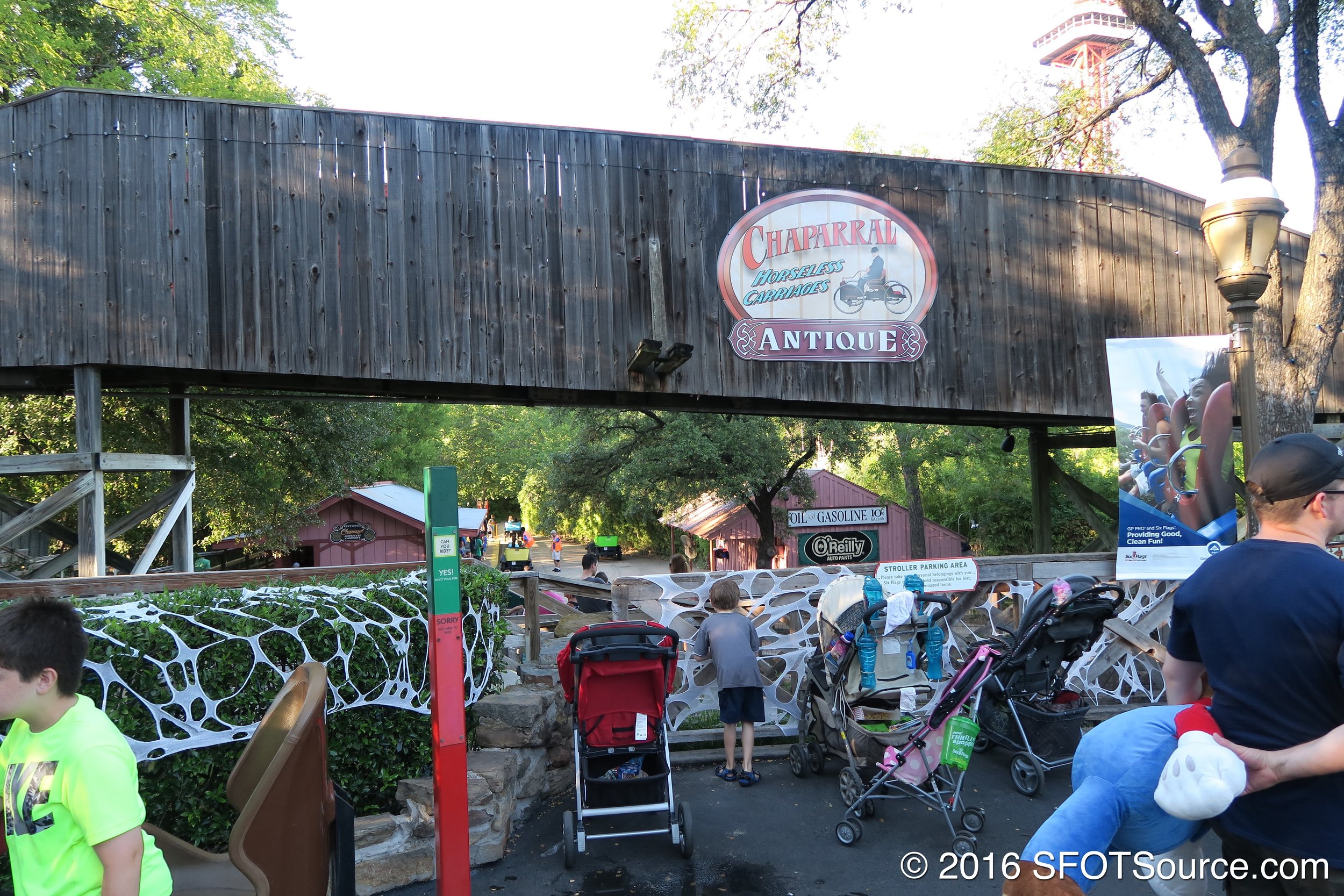 The entrance to Chaparral Antique Cars.