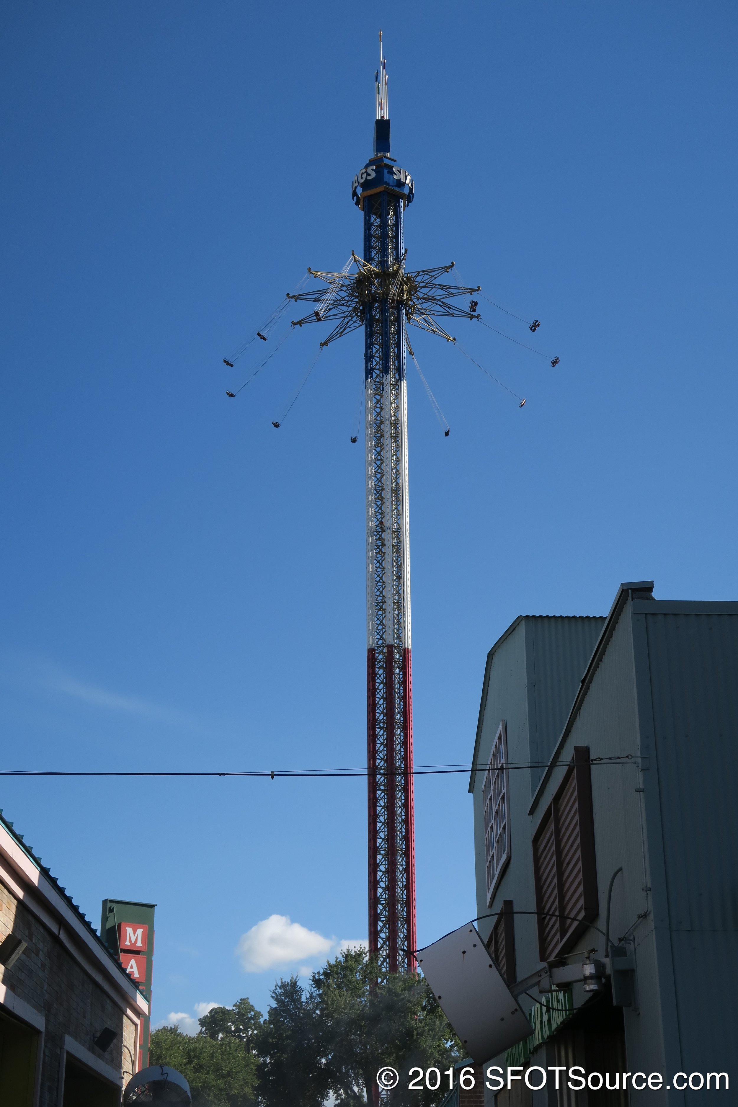 An overall look at the ride structure.