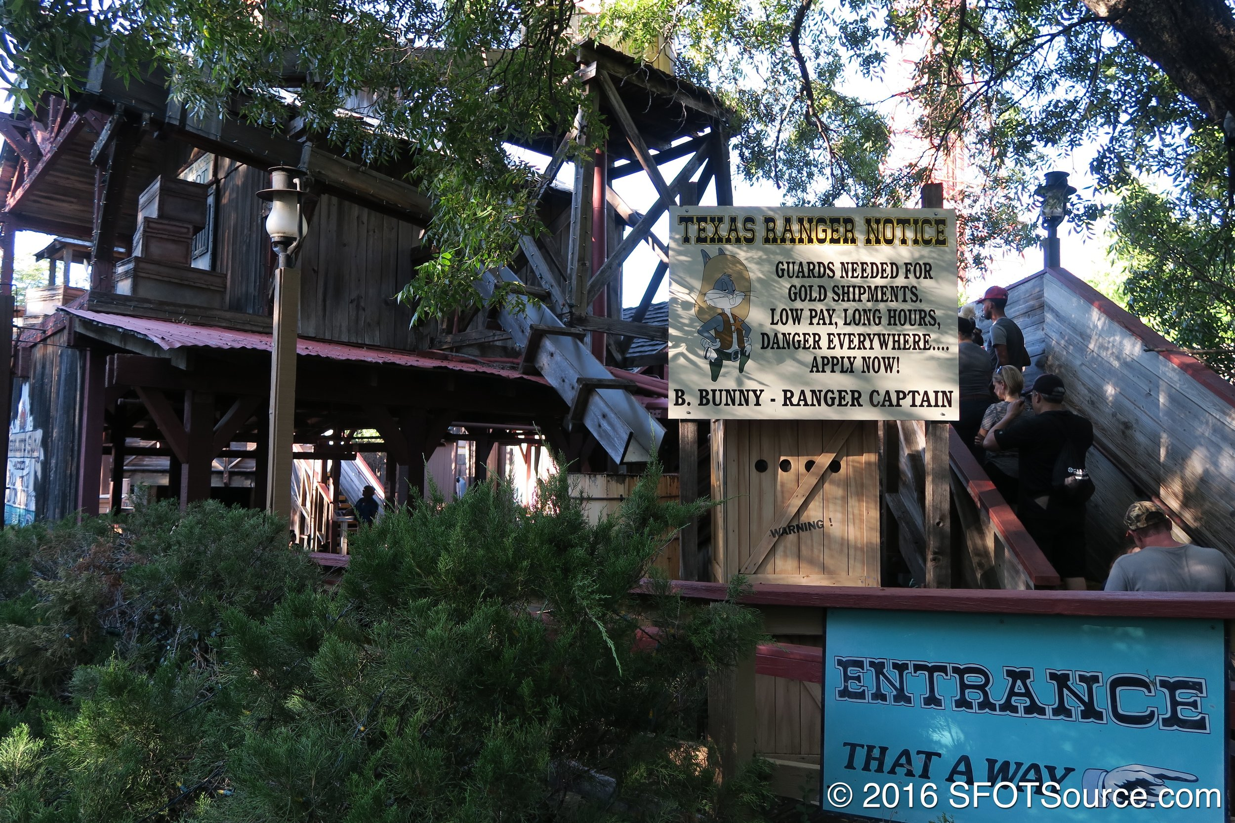 The queue area leading up to the ride.