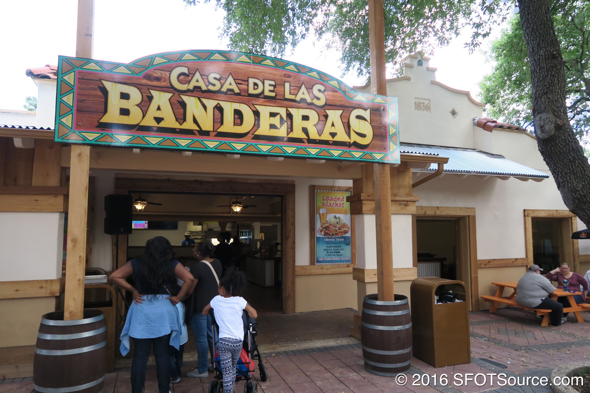 The main indoor entrance to Casa de las Banderas.