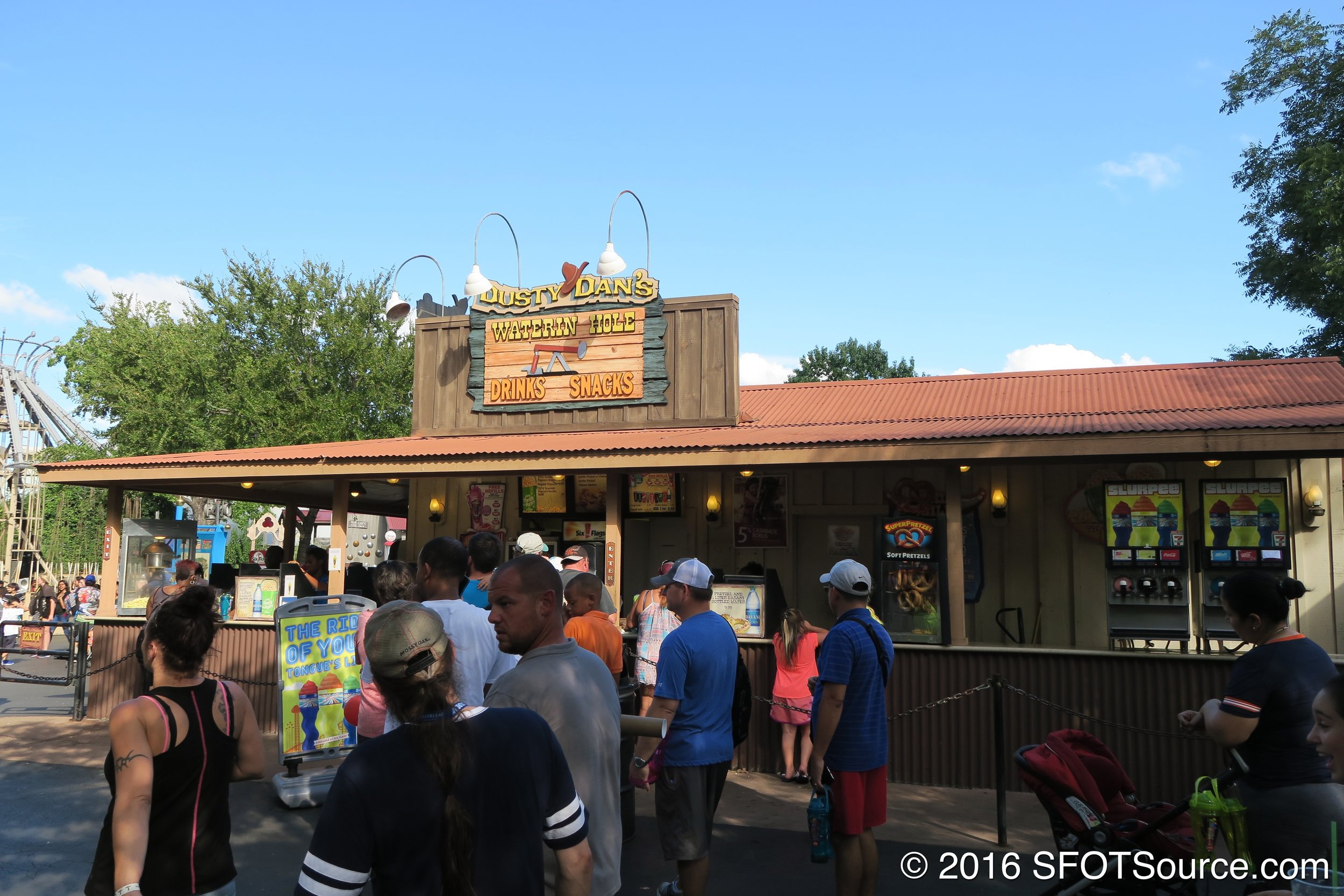 Dusty Dan's is an outdoor food stand.