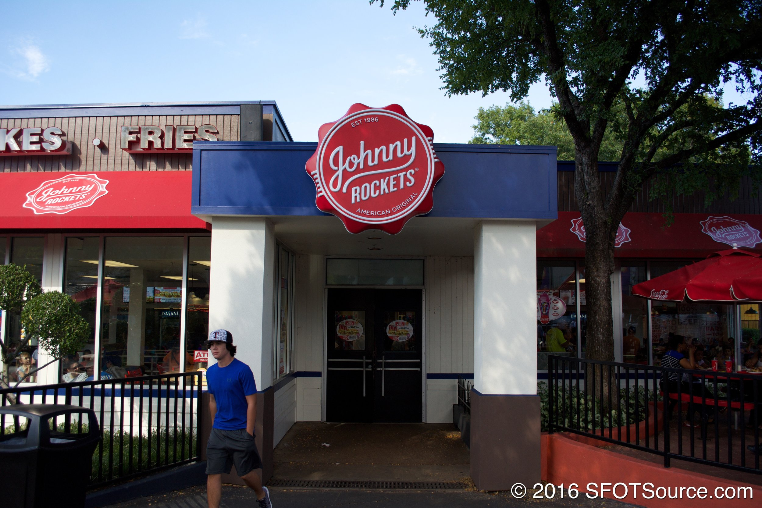 The main entrance to Johnny Rockets.