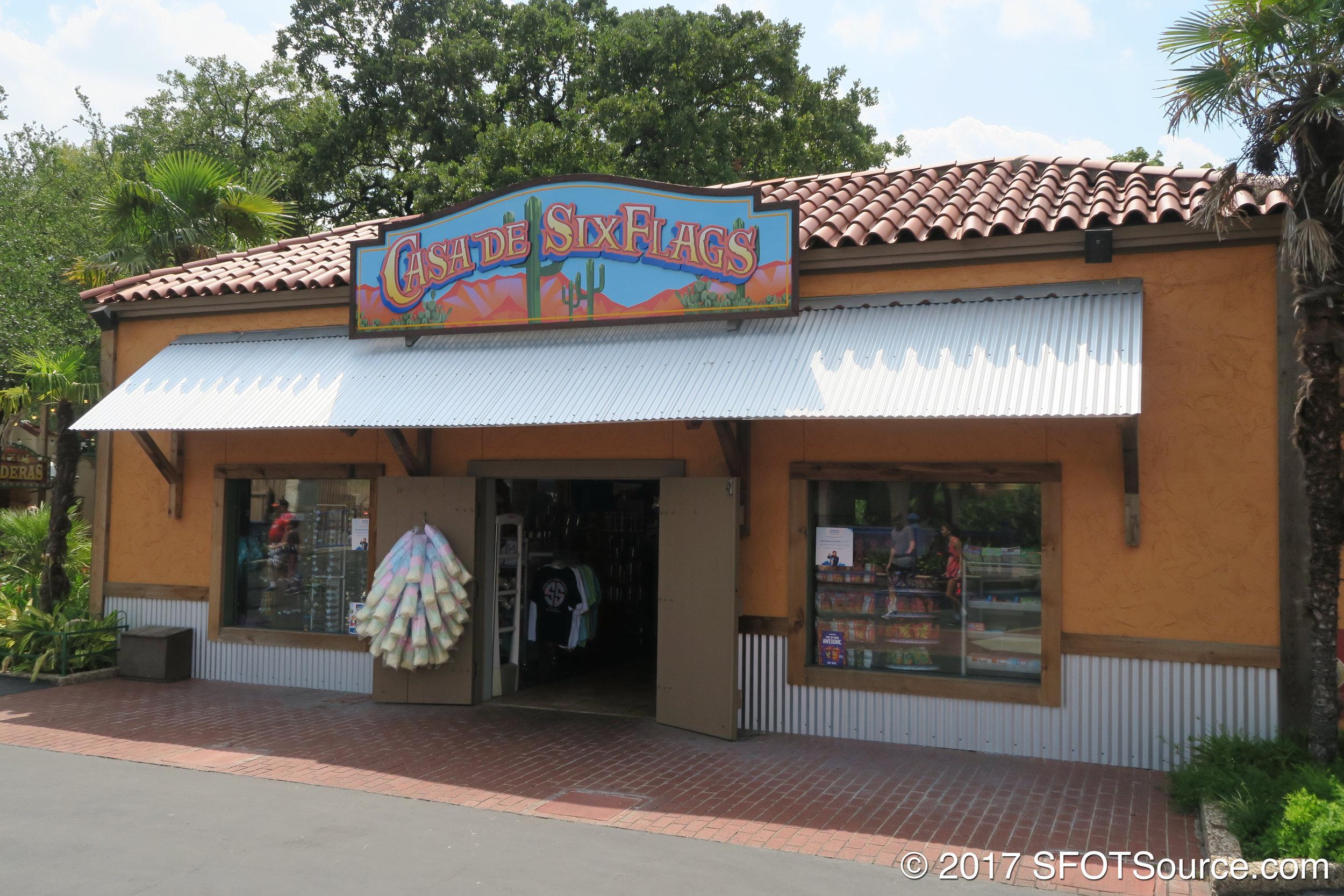 The main entrance to Casa de Six Flags.