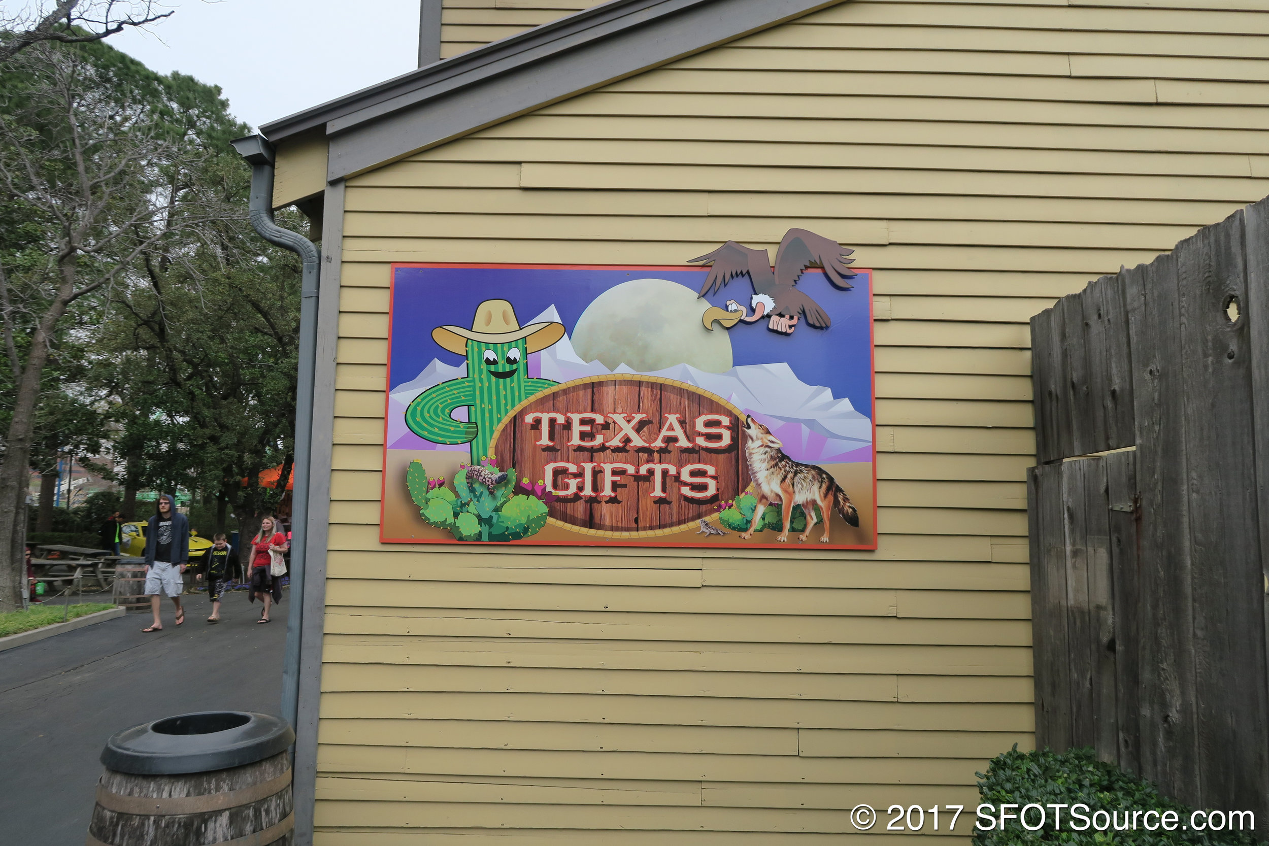 The exterior of Texas Gifts.