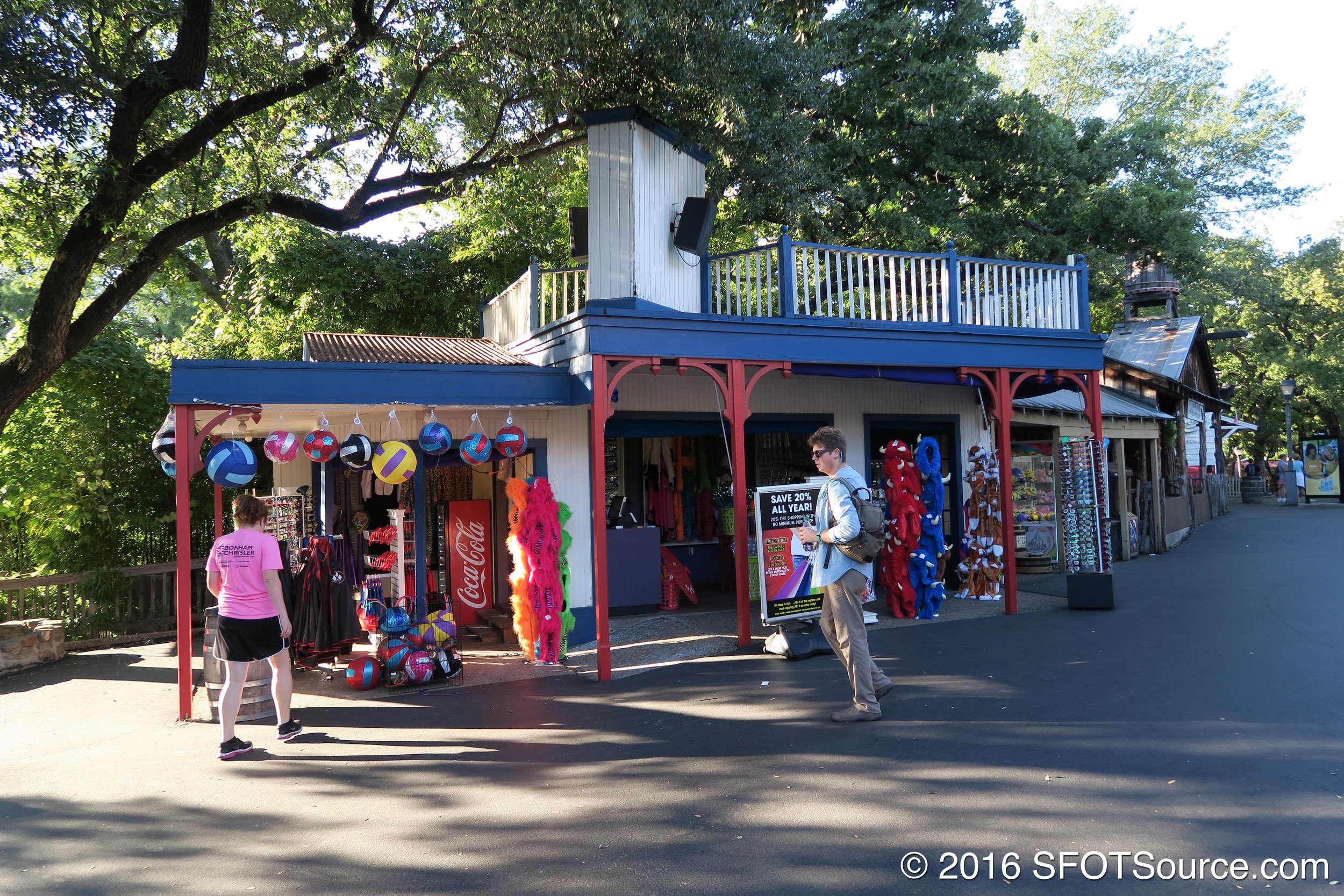 Texas Hats is an outdoor gift shop.