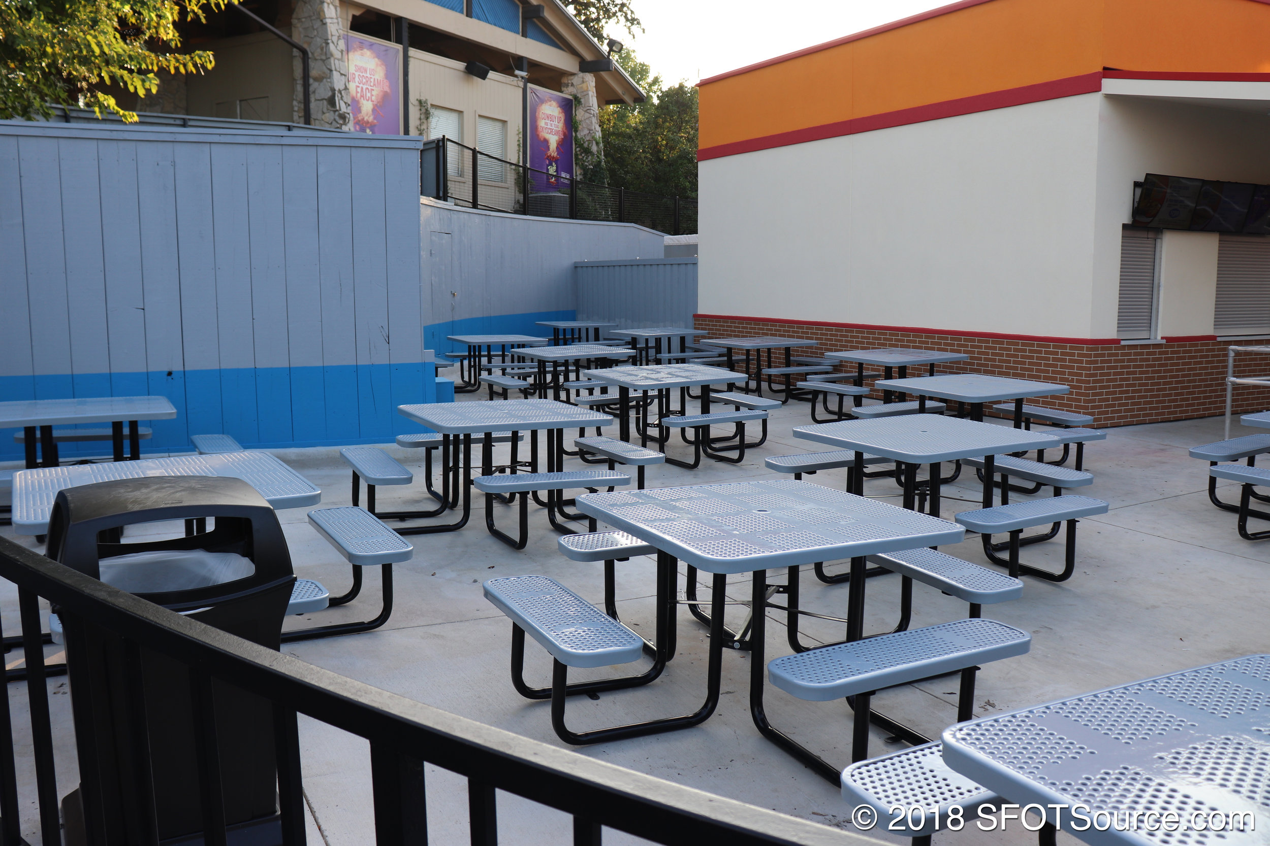 Ma Hunkel's features an outdoor seating area.