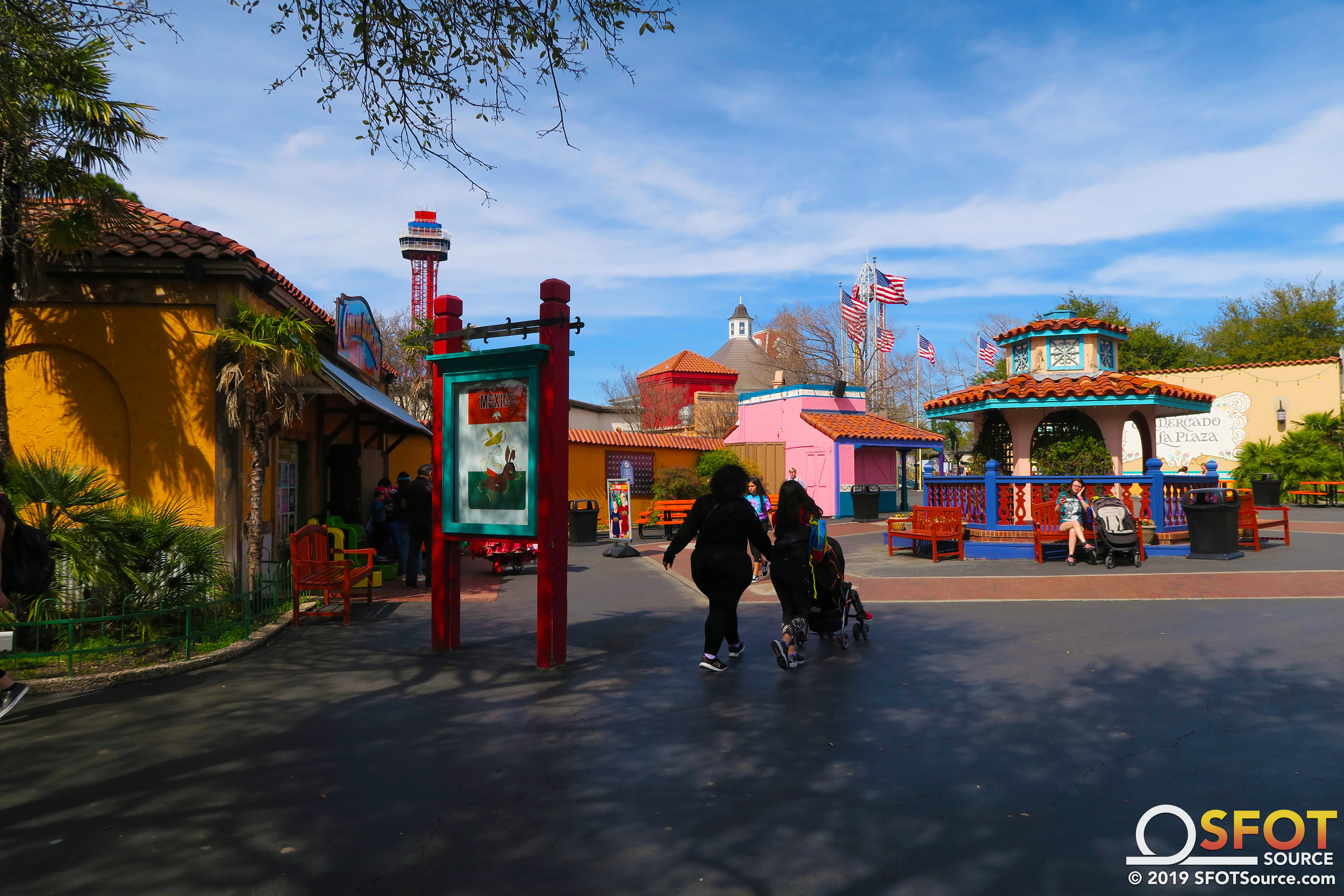 The main thoroughfare through Mexico looking towards the front of the park.