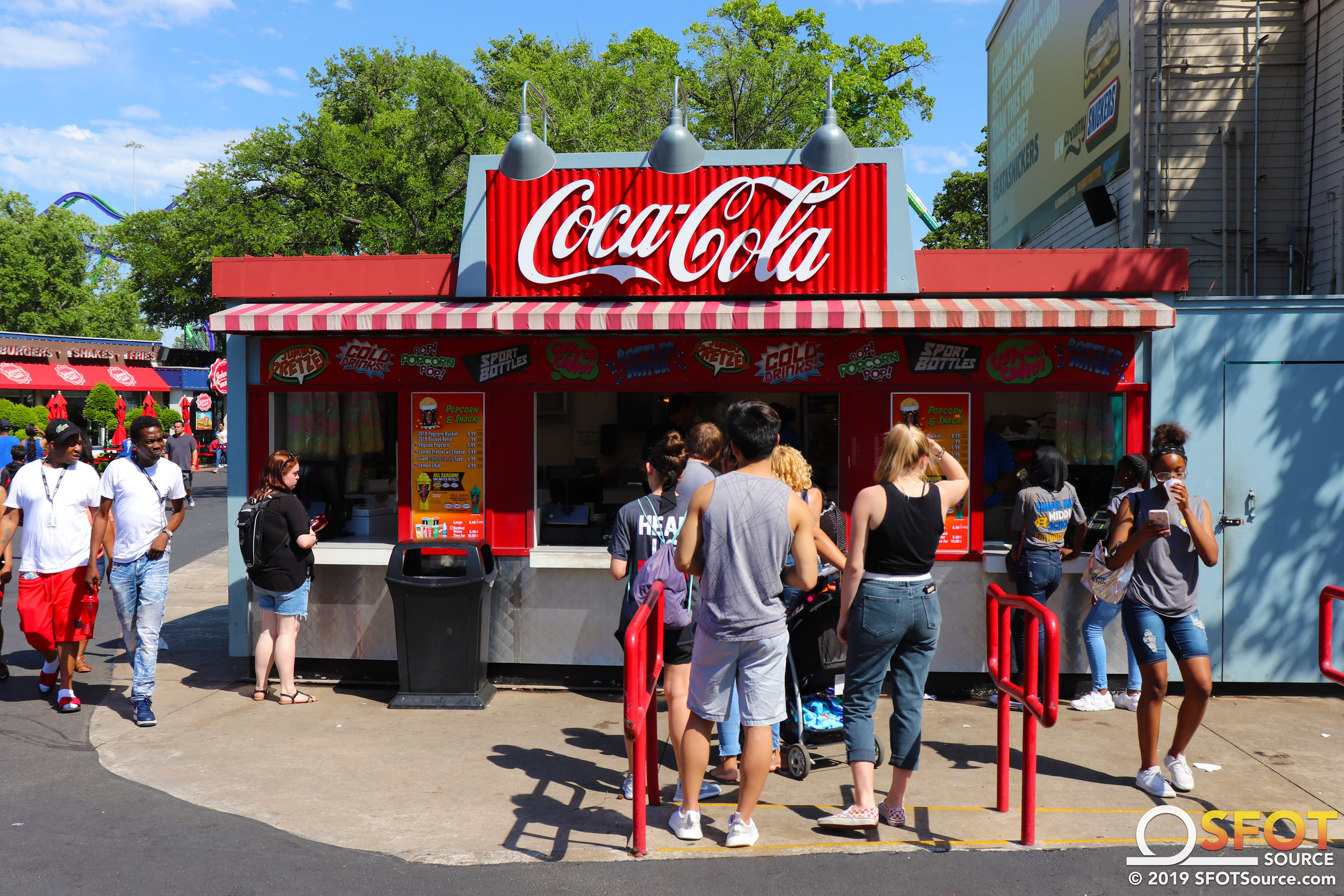 Mr. Freeze Snacks is an outdoor food stand located in the park's Gotham City section.