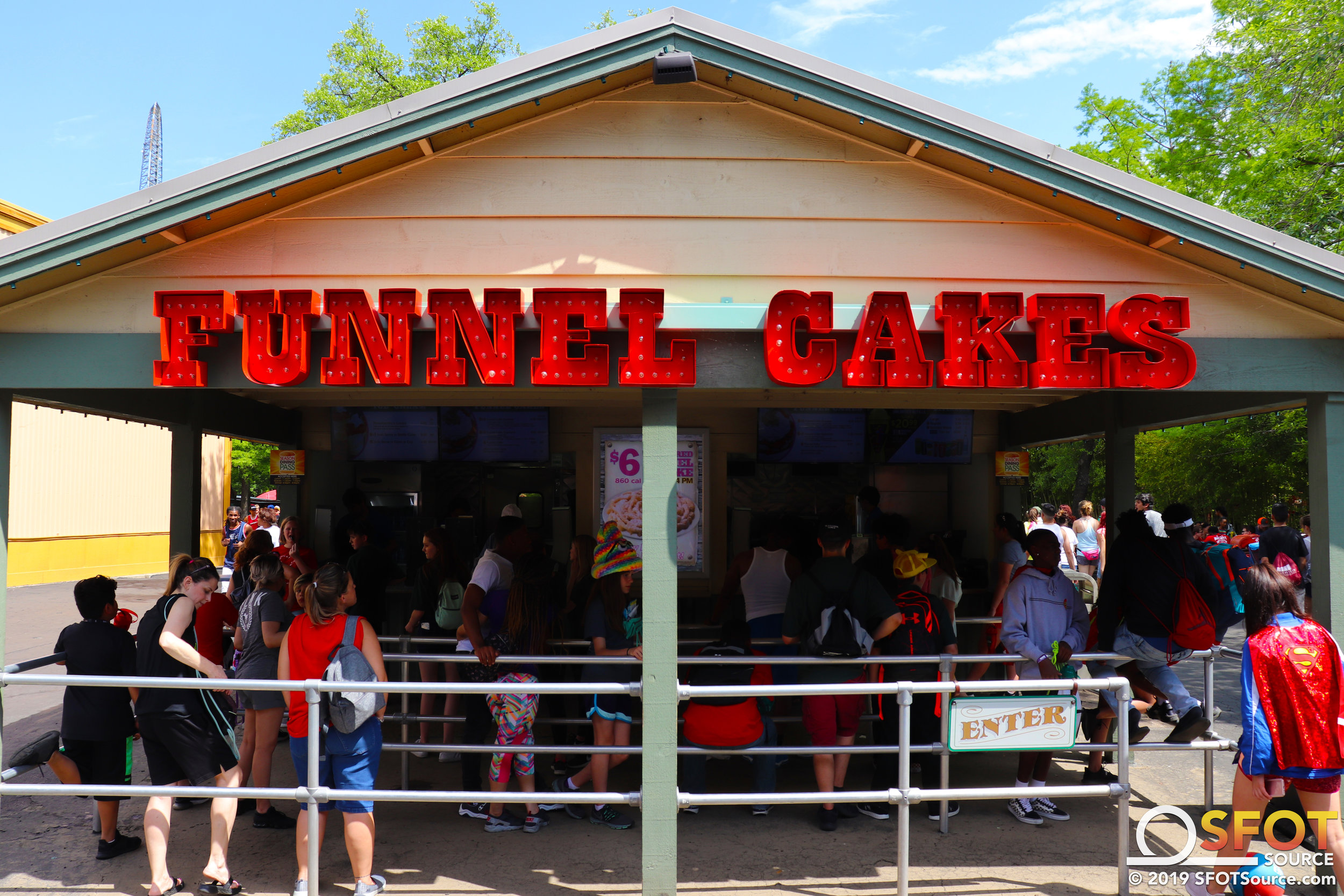 Red River Funnel Cakes has multiple Dining Pass options.