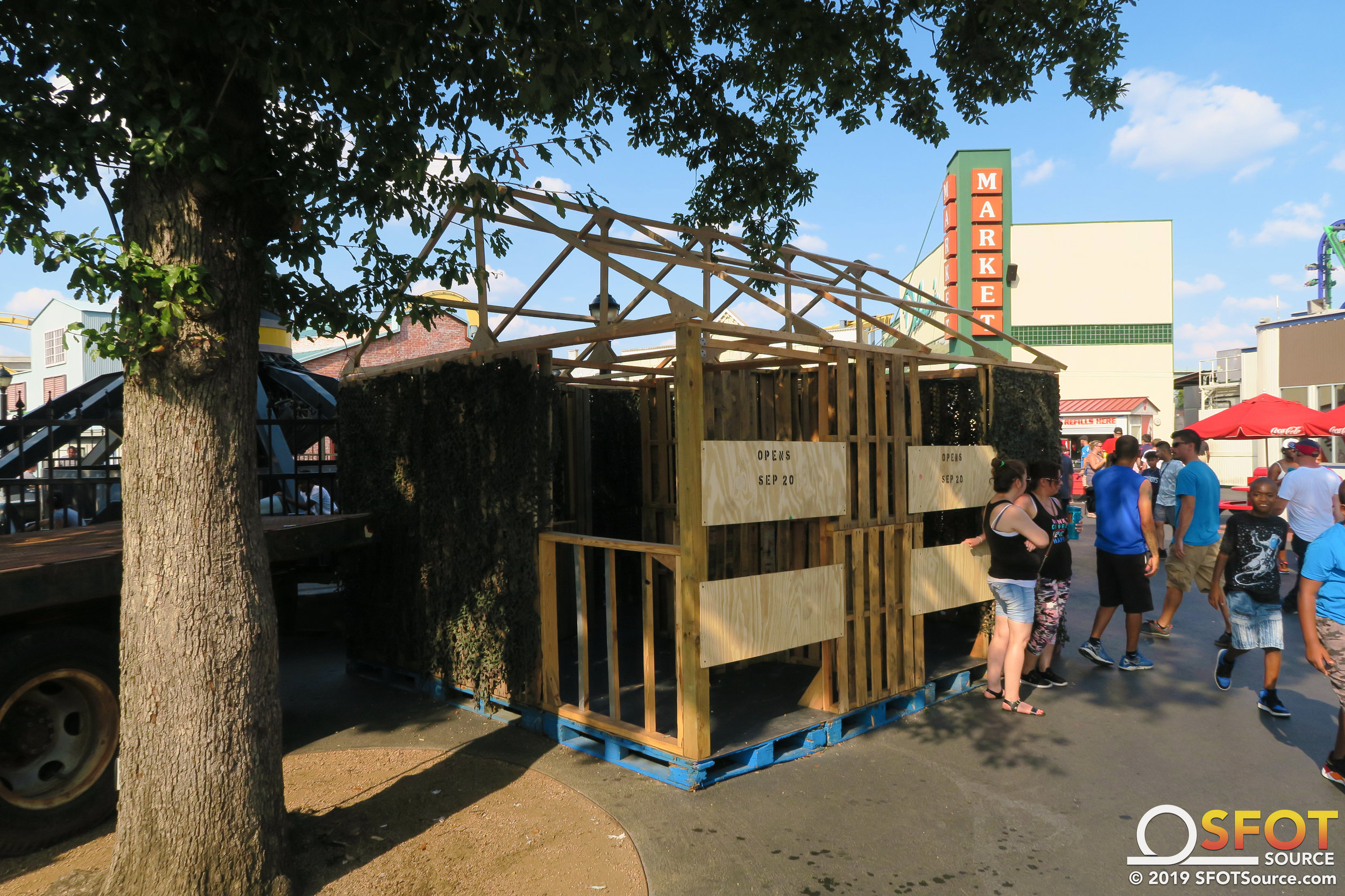 A new piece has been built in the Anarchy Unleashed scare zone. It looks to be an interactive walk-through structure.