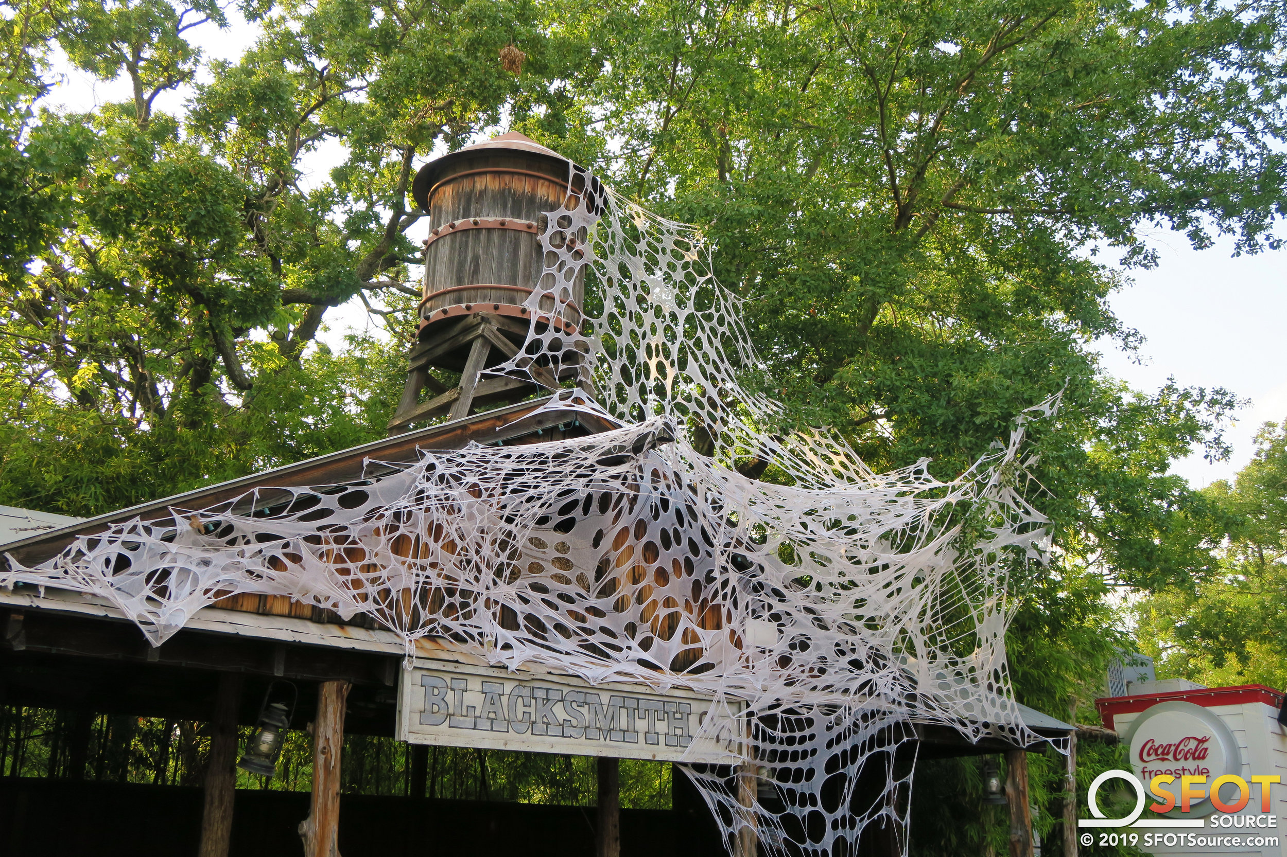 Spider webs are present throughout various parts of the Texas section.