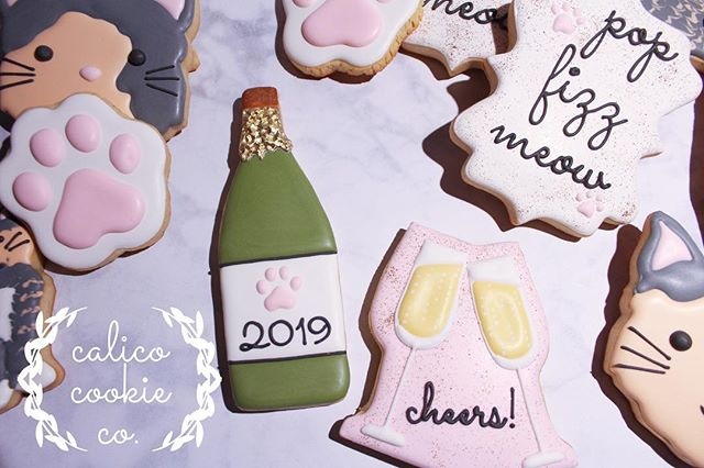 🍾 pop 🥂 fizz 😸 meow! 🐾 #cookiesofinstagram . . . . . #instacookie #cookiedecorating #decoratedcookies #decoratedsugarcookies #sugarcookies #royalicing #royalicingcookies #cookieart #cookies #customcookies #wiltonbakes #americolor #annclarkcookiecutters #imsomartha  #bestofgainesville #whyilovegnv #gnvbakes #cookiesofflorida #floridacookiers #gainesvillecookies #champagnecookies #catcookies #catpawcookies #pawprintcookies #meow #popfizzclink #cheerscookies
