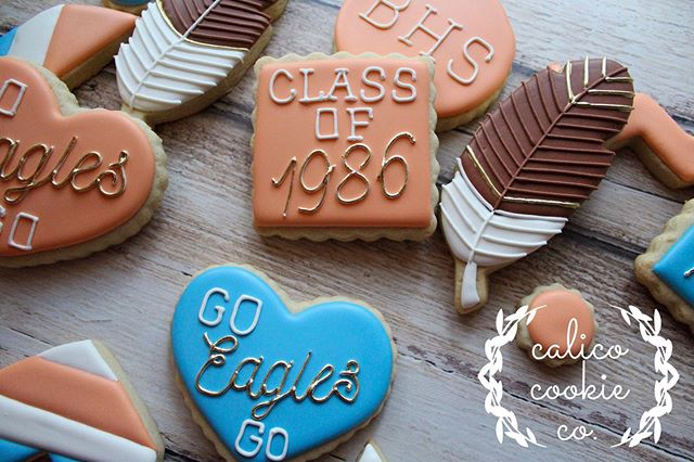 Go Eagles go (Go Eagles!) Do your best (Do your best now!) Remember who you're fighting for BHS (BHS!) BHS (BHS!) . . . . . #cookiesofinstagram #instacookie #cookiedecorating #decoratedcookies #decoratedsugarcookies #sugarcookies #royalicing #royalicingcookies #cookieart #cookies #customcookies #wiltonbakes #americolor #annclarkcookiecutters #imsomartha  #bestofgainesville #whyilovegnv #gnvbakes #cookiesofflorida #floridacookiers #gainesvillecookies #classreunioncookies #classof1986 #bronsoneagles #feathercookies