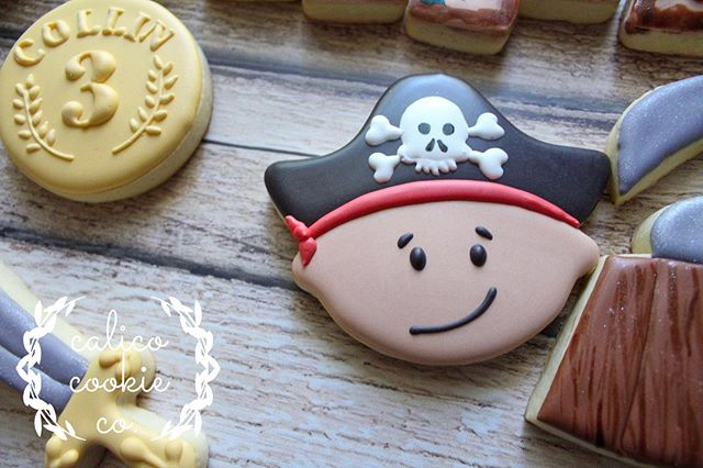 Details from the pirate set. I think the coin is my favorite. Just love how it turned out! #cookiesofinstagram . . . . . #instacookie #cookiedecorating #decoratedcookies #decoratedsugarcookies #sugarcookies #royalicing #royalicingcookies #cookieart #cookies #customcookies #wiltonbakes #americolor #imsomartha  #bestofgainesville #whyilovegnv #gnvbakes #cookiesofflorida #floridacookiers #gainesvillecookies #piratecookies #treasuremapcookies #sweetsugarbellecutters