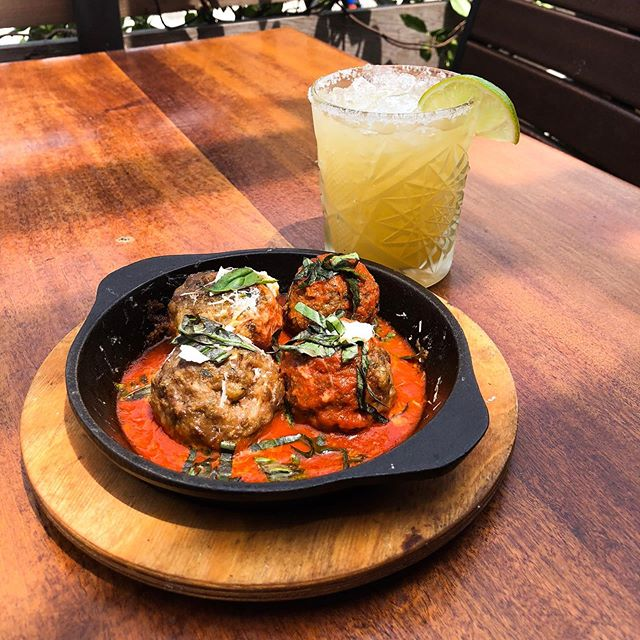 A 1/2 priced margarita and some homemade meatballs from @450pizza is exactly what you need to cure the Monday scaries! Come join us for happy hour 4-7 pm for #margaritamonday