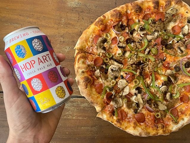 It's 450 night at @450pizza! And that means $4.50 12oz craft beer cans from 4-7 pm! Come try a new beer and grab a specialty pie like this Super Rica! 🍕💯😋
