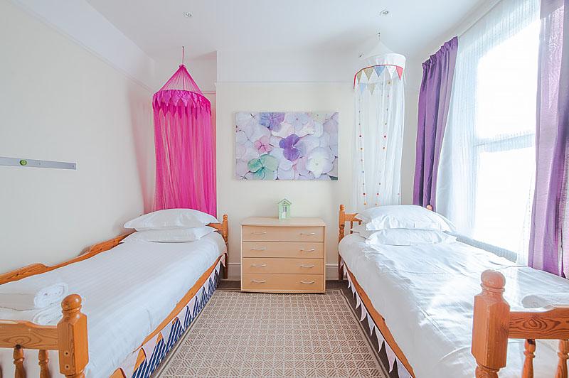 SR Twin bedroom .jpg