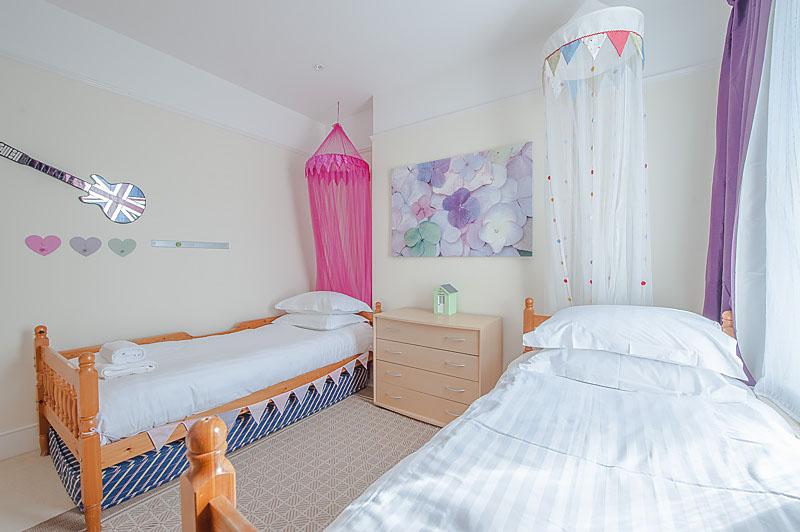 SR Twin bedroom 2.jpg