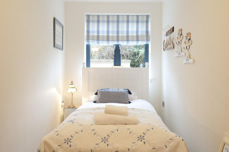 Little Ships Single bedroom 2.jpg