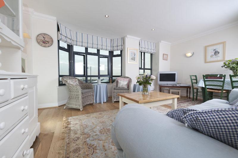 LS Living area 2.jpg