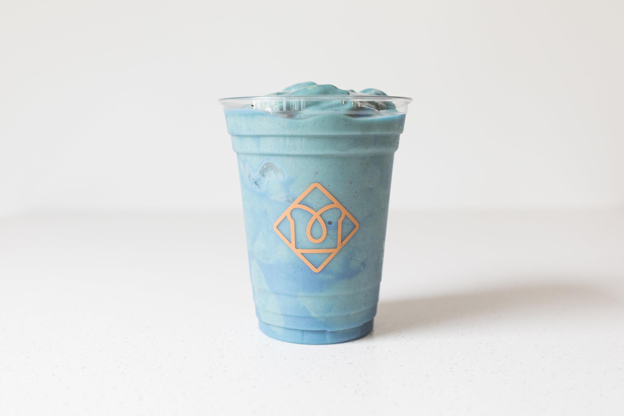 Blue Majik : Blue Majik / Banana / Pineapple / Mango / Almond Milk