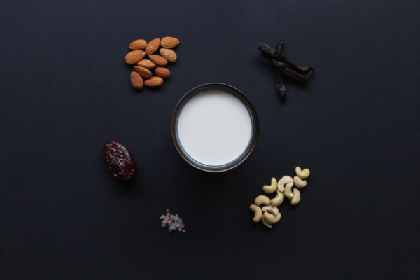 Ingredients - Ingredients: Filtered Water, Almonds (8%), Pumpkin seeds (8%), Cashews (5%), Raw Cacao Powder (4%), Dates, Vanilla bean, Himalayan salt. (Choco)