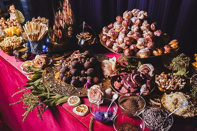 We had SO much fun putting this spread together for the @whittakersnz x @tiptopnz new ice cream launch! Our desserts were based on their two latest flavours, butterscotch popcorn and roasted almond + paired with a 4ft chocolate fountain?! A colourful night that let us go a bit nuts with the glitter ✨💙 . . . . #whittakerschocolate #tiptopnz #aucklandfoodie #aucklandeats #babyakl