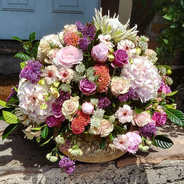 One of our spectacular arrangements going out for mothers day.  #bestoflagunabeach #Mothersday #mothersdayflowers #flowers #flowers #floral #florals #flowerlovers #flowerlove #blooms #instablooms #flowersofinstagram #flowerarrangement #floralarrangement #flowerstagram #instaflowers #beautiful #florist #lagunabeach #flower_daily #floraldesign #flowerdesign #pink #purple #pinkflowers #purpleflowers