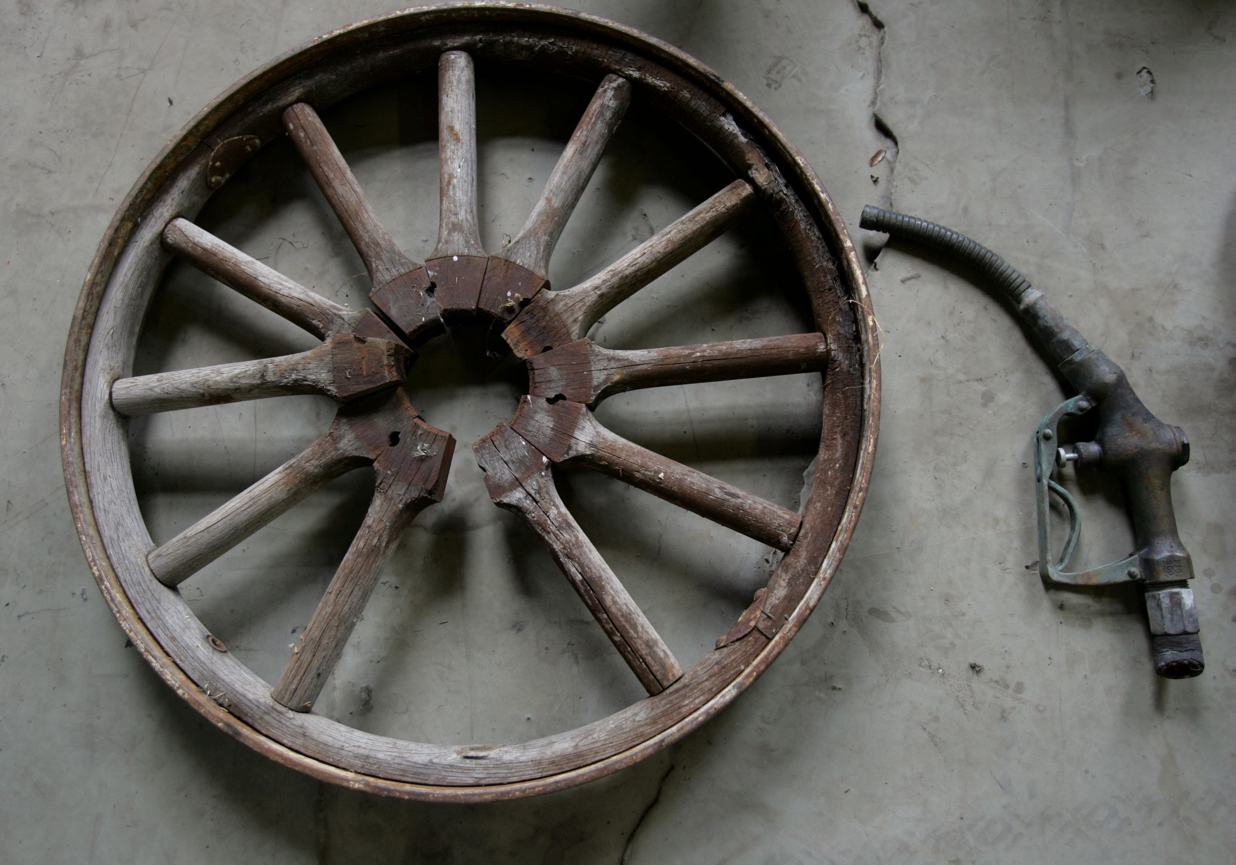 Parts found in a Roseburg, Oregon barn with a 1909/10 Marathon automobile. The short-lived Marathon Motor Works in Nashville, Tenn. was the only known early automaker in the South.