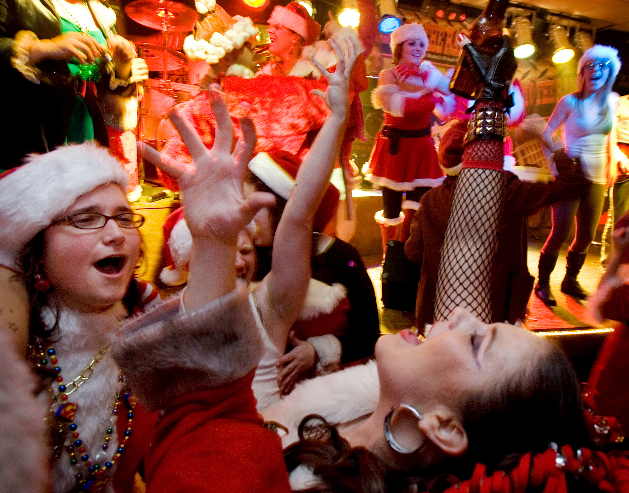 "Santa rampagers sing along in a rousing rendition of Journey's ""Don't Stop Believing"" at Jesse Zane's Nashville Nights December 14, 2008 in Nashville, Tenn."