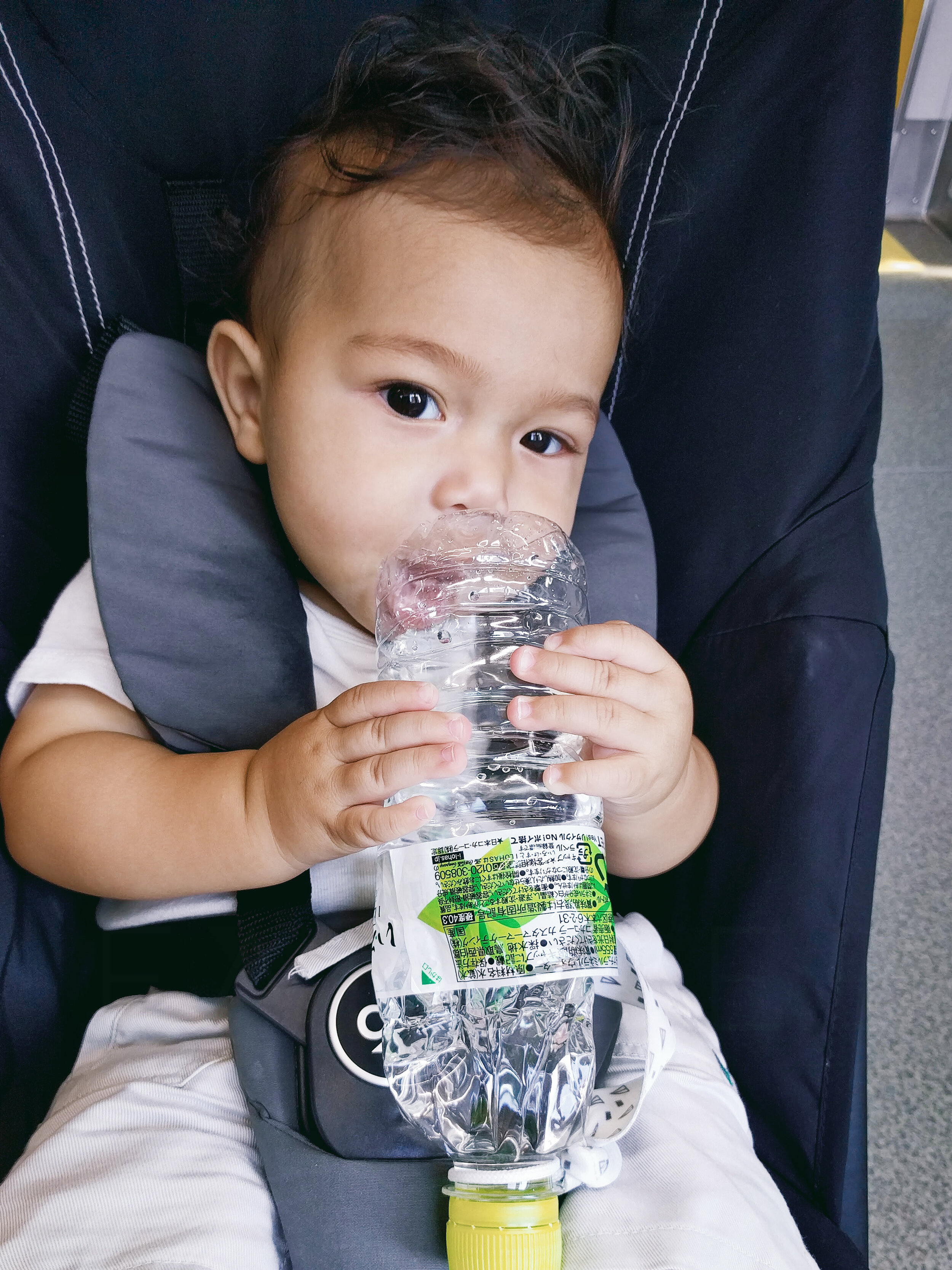 FAMILEE Travel_Asia_JAPAN_baby knawing on water bottle in stroller.jpg