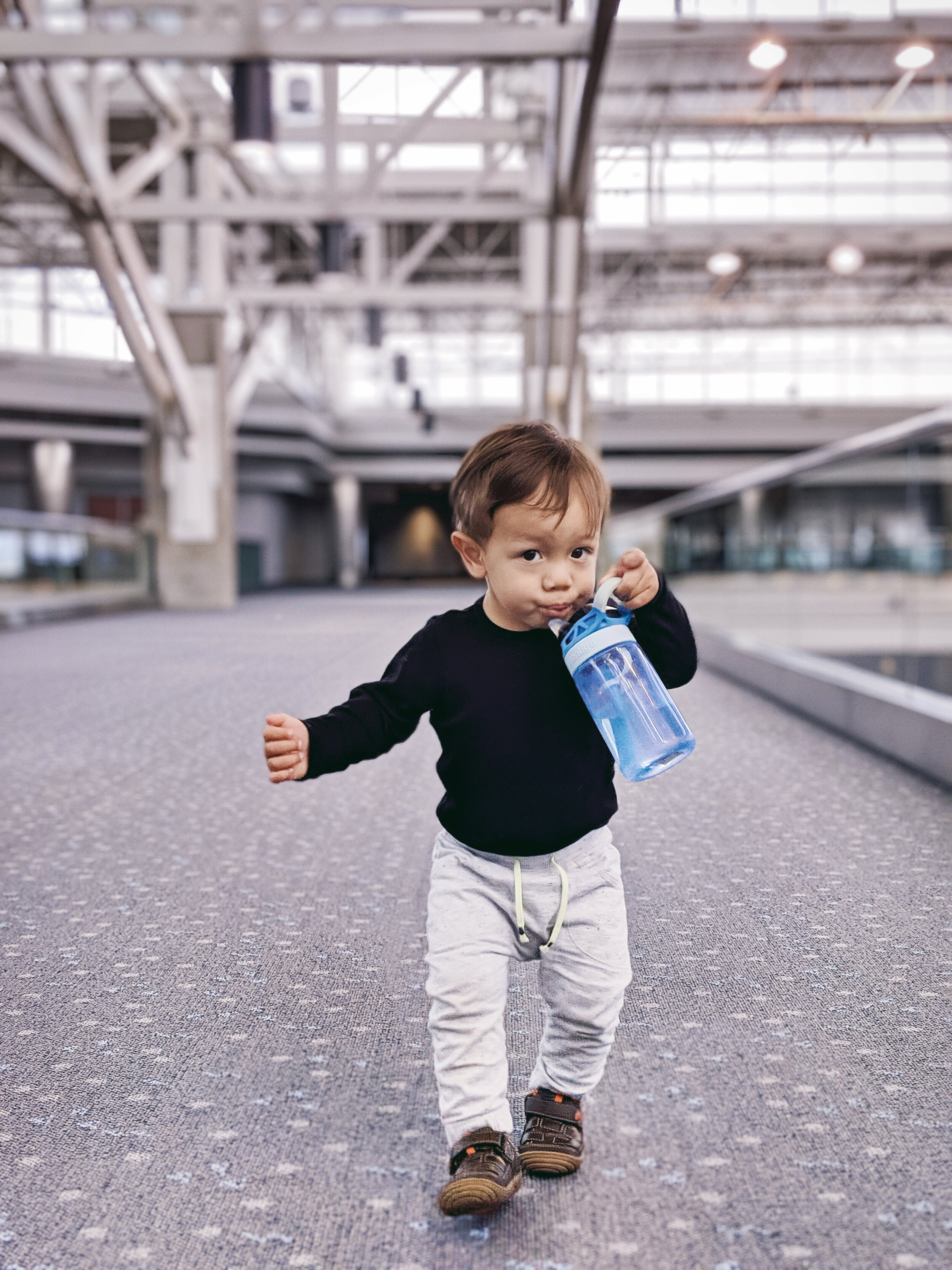FAMILEE Travel_baby toddler drinking from water bottle at Denver airport.jpg