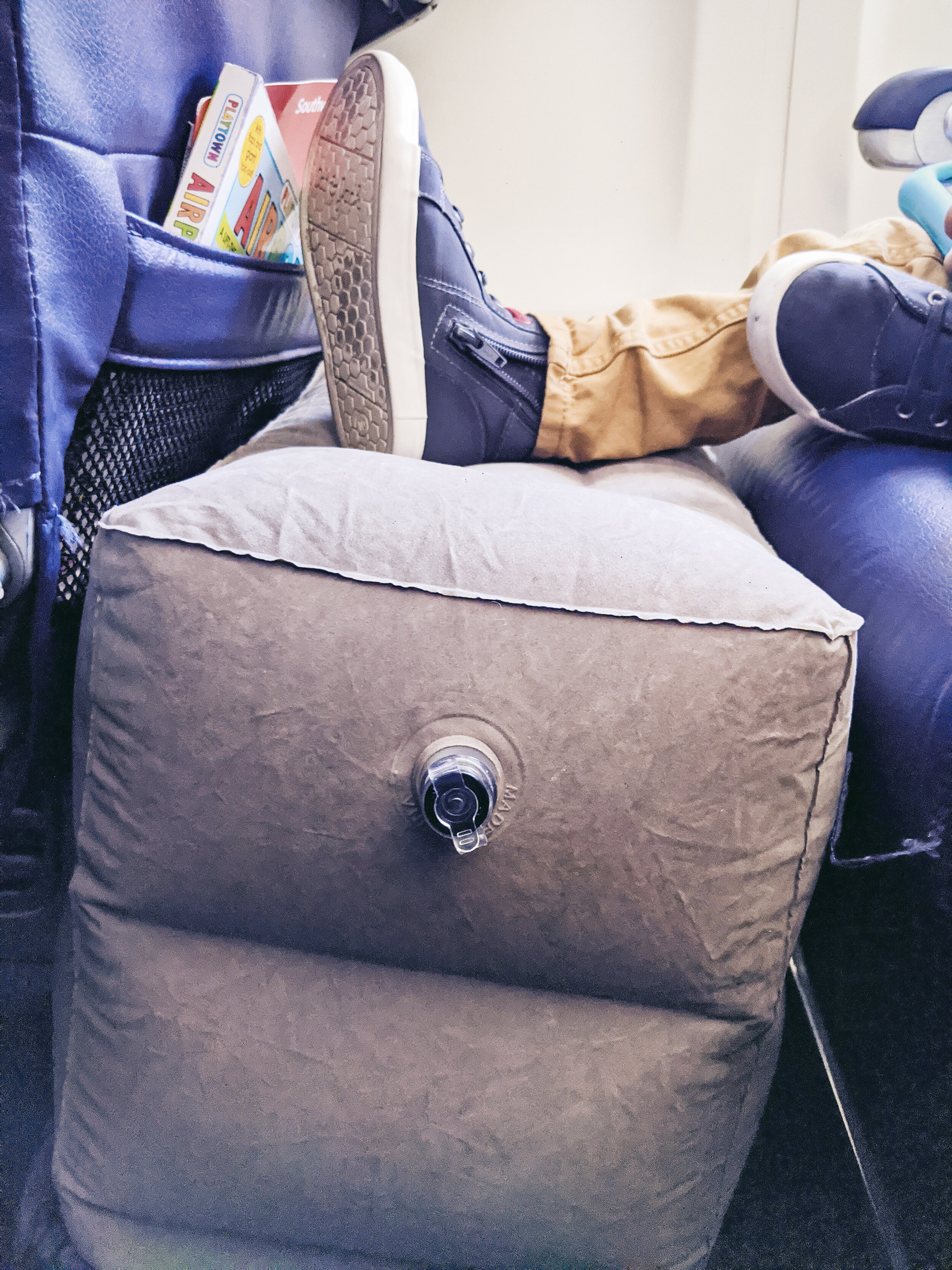 Airplane inflatable footrest pillow