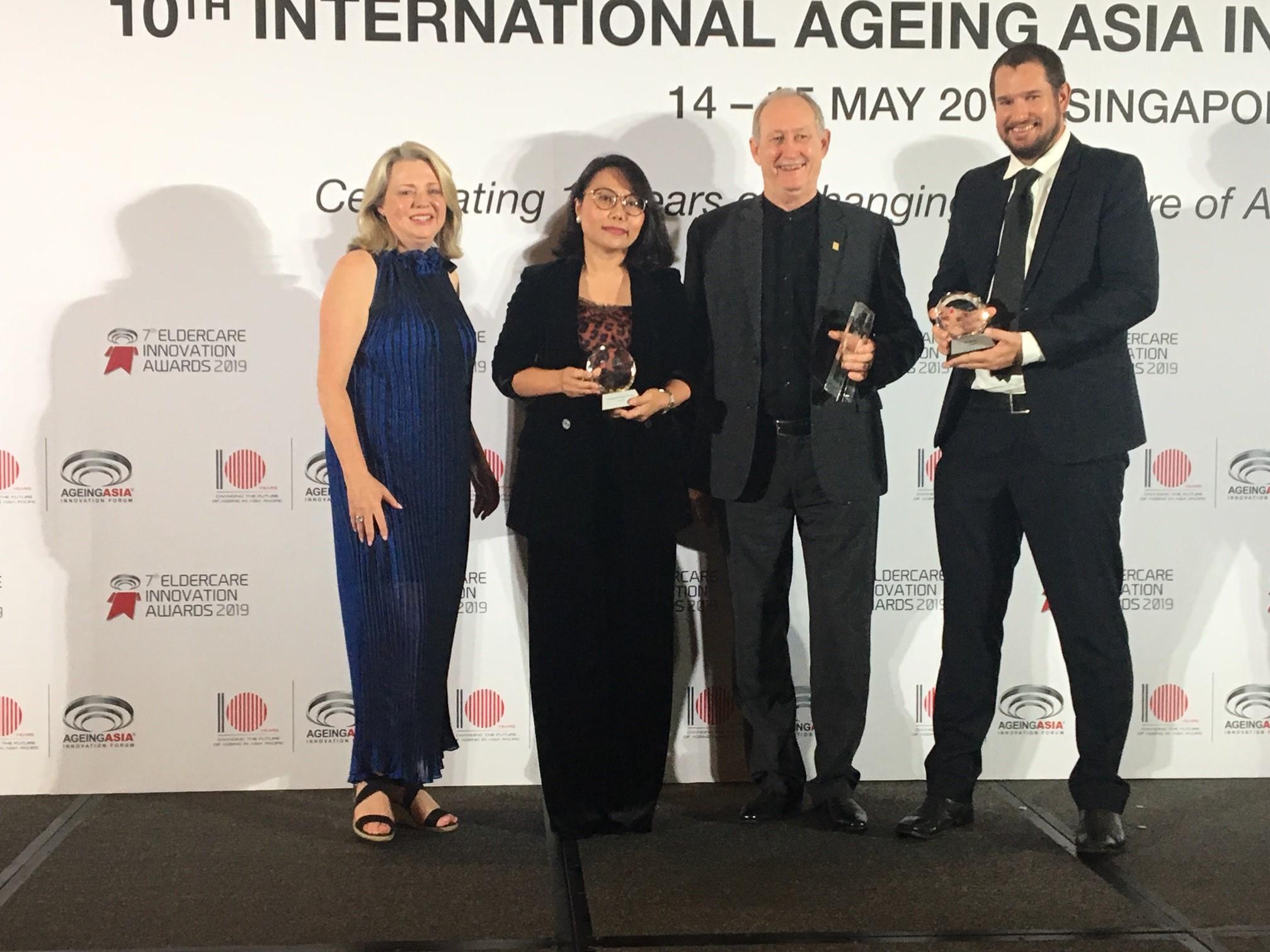 Julianne and award winners 3.jpg